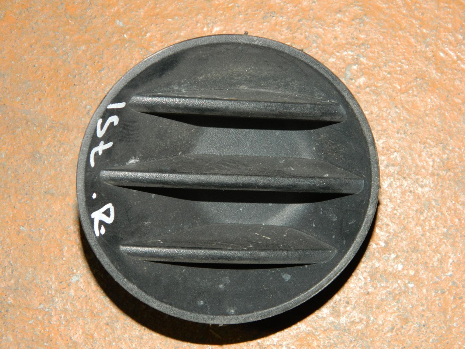 Заглушка противотуманной фары Toyota Ist NCP50 правая (б/у)