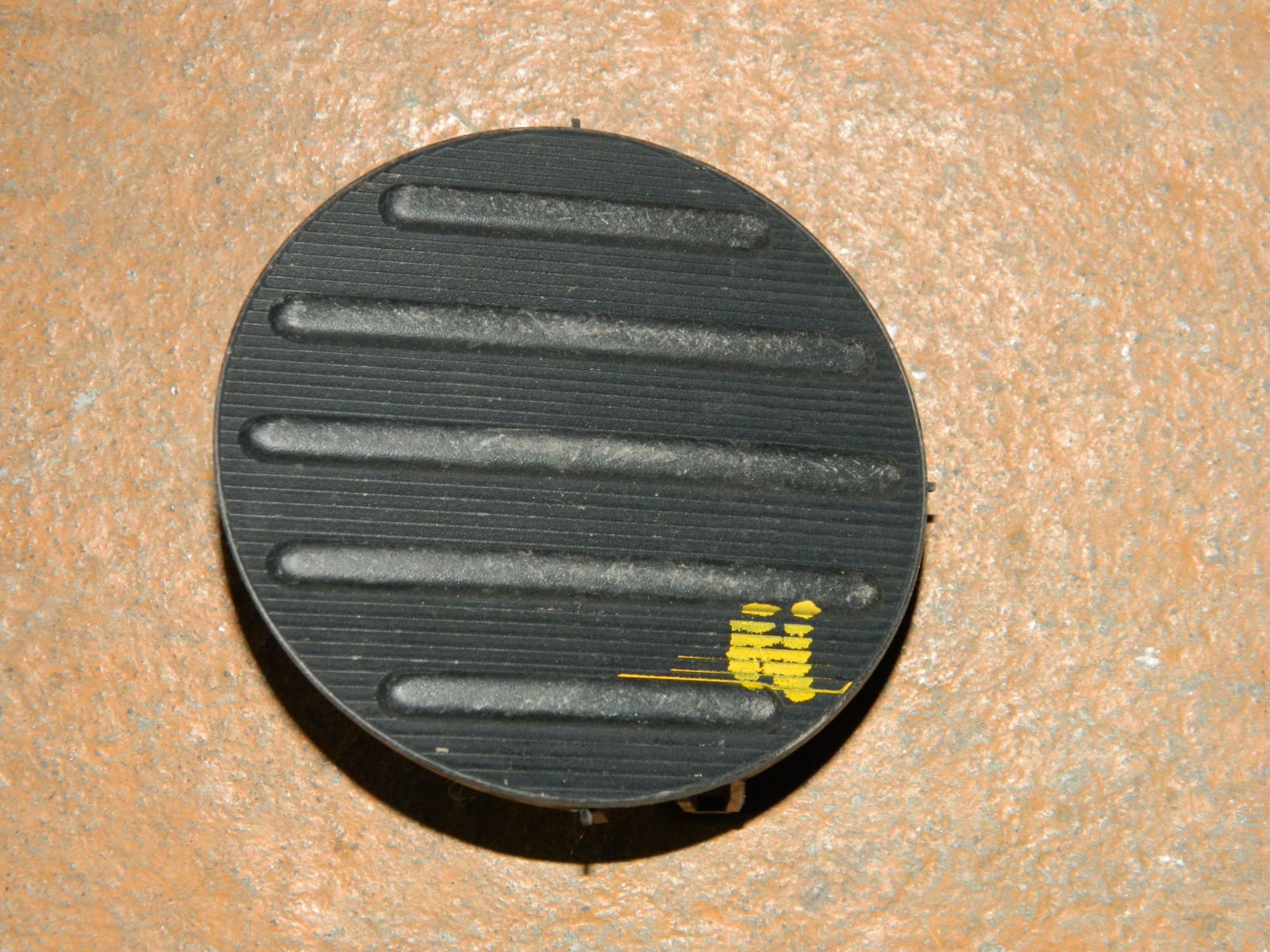 Заглушка противотуманной фары Toyota Sienta NCP81 левая (б/у)