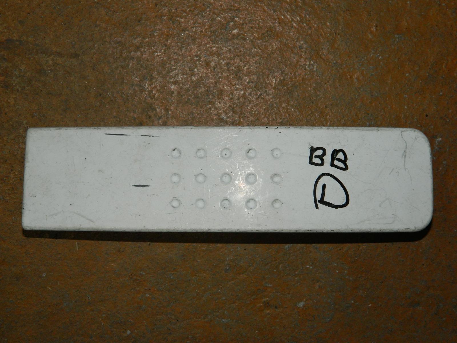 Заглушка бампера Toyota Bb левая (б/у)