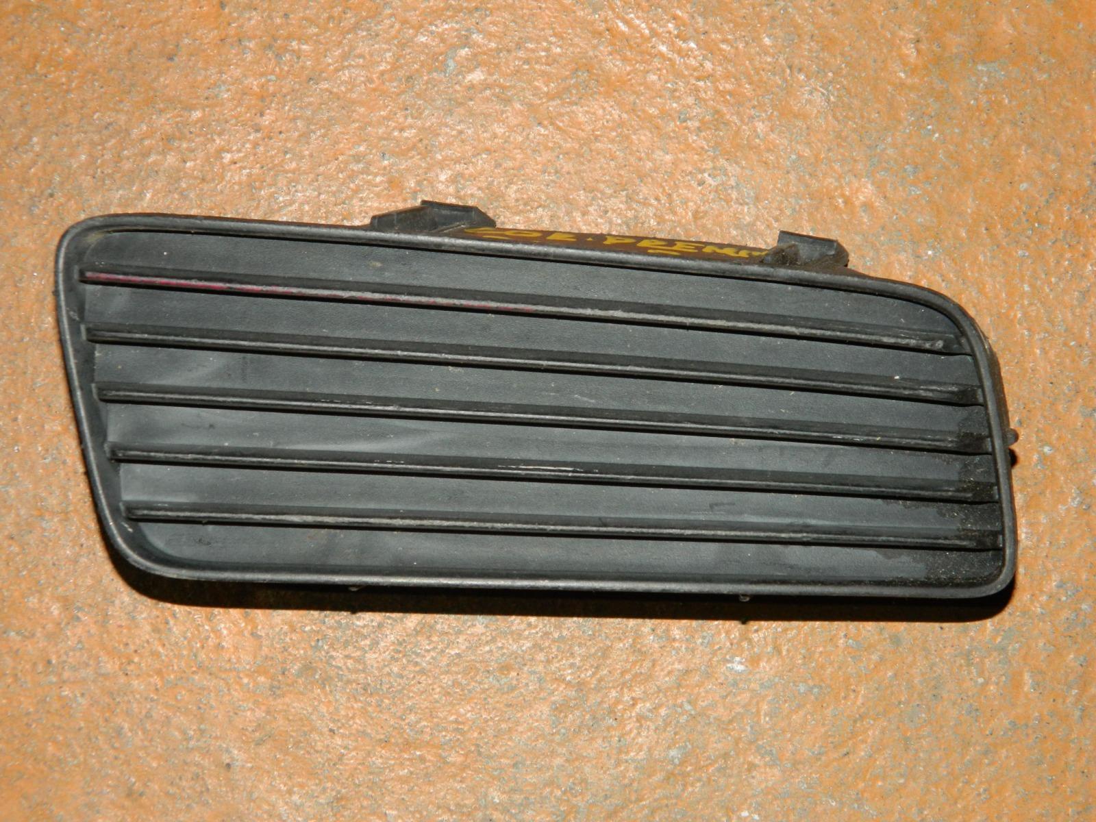 Заглушка противотуманной фары Toyota Premio 211 правая (б/у)