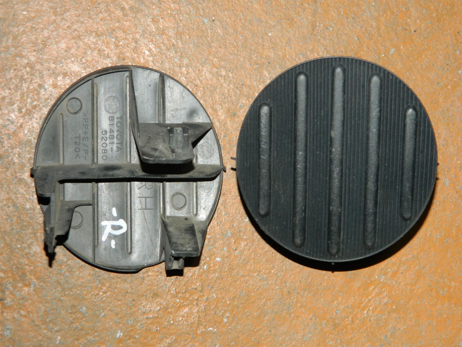 Заглушка противотуманной фары Toyota Sienta NCP81 правая (б/у)
