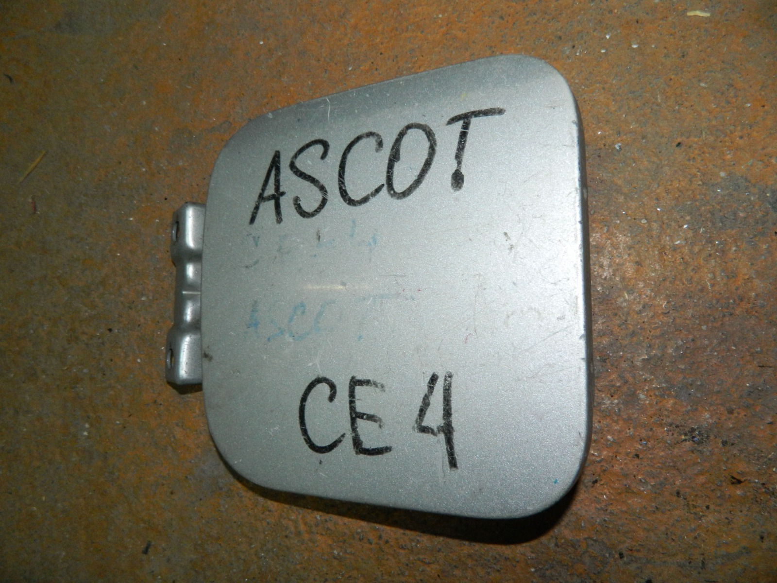 Лючок бензобака Honda Ascot CE4 (б/у)