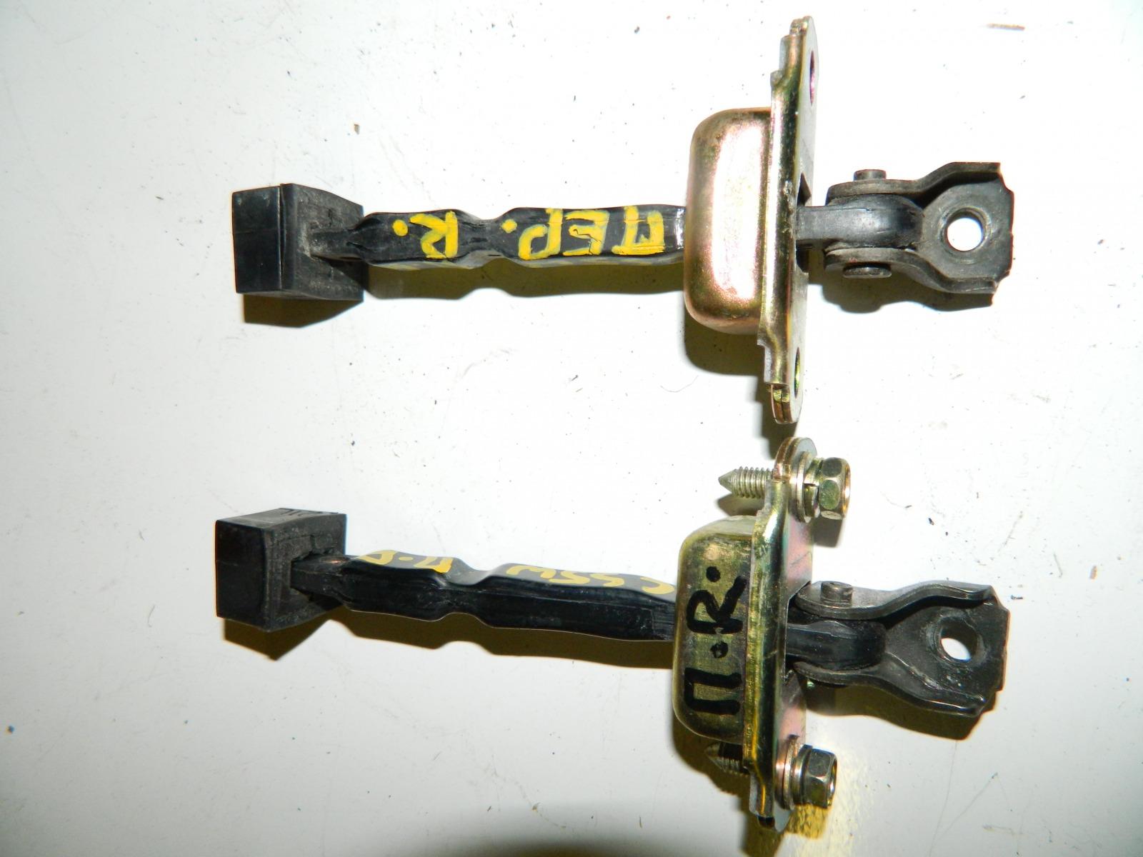 Ограничитель двери Mitsubishi Lancer Cedia CS5W передний правый (б/у)