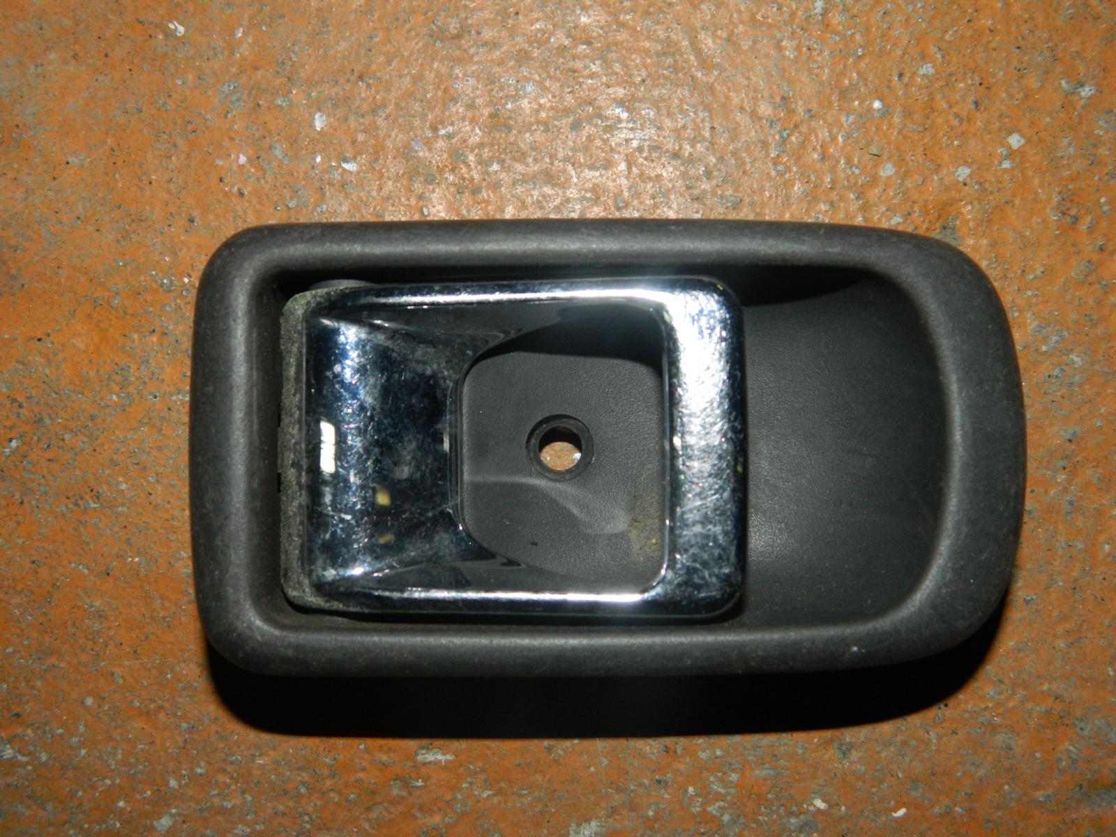 Ручка двери внутренняя Toyota Duet M100S задняя правая (б/у)