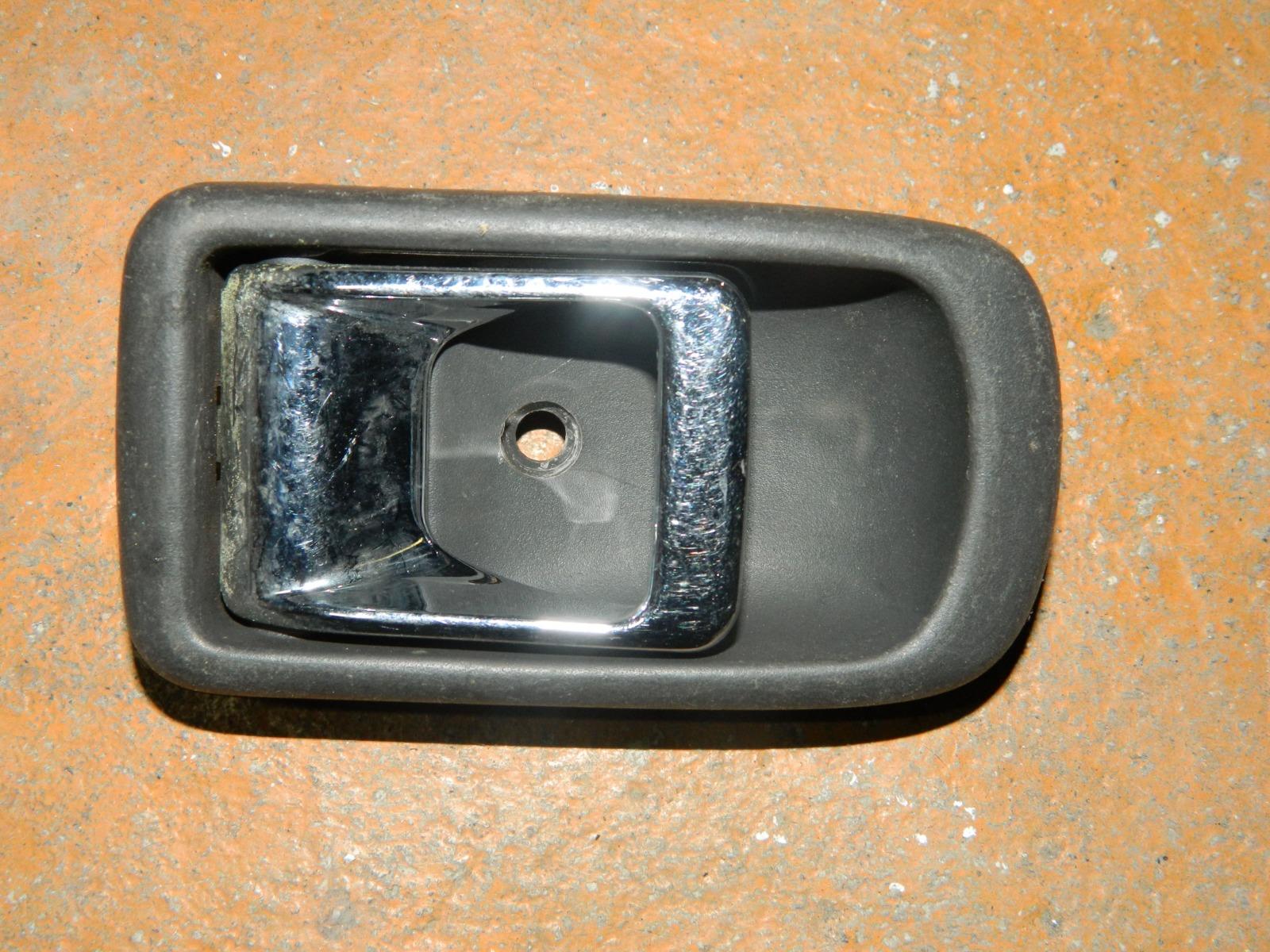 Ручка двери внутренняя Toyota Duet M100A передняя правая (б/у)