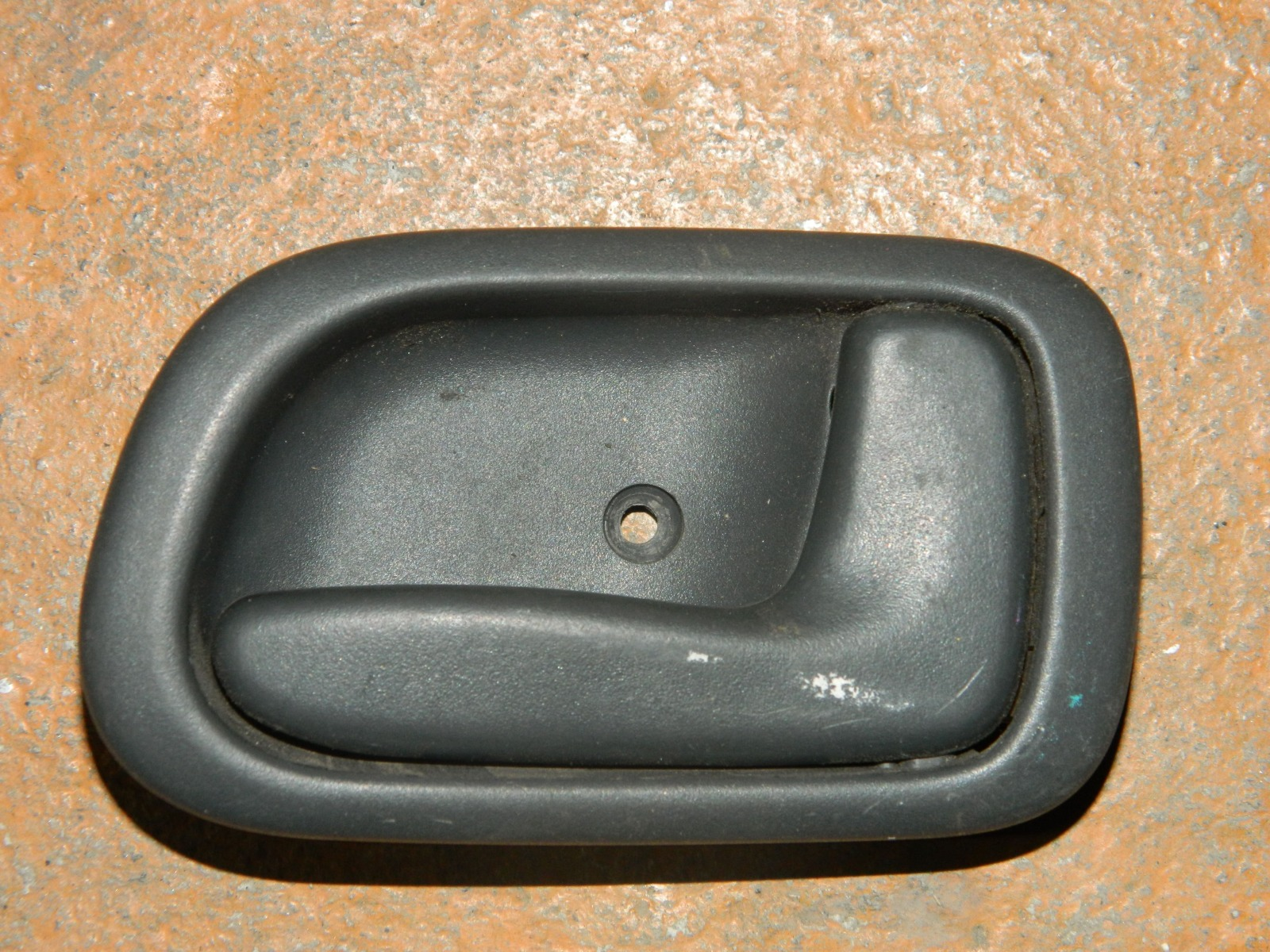 Ручка двери внутренняя Toyota Sprinter Carib AE110 передняя правая (б/у)