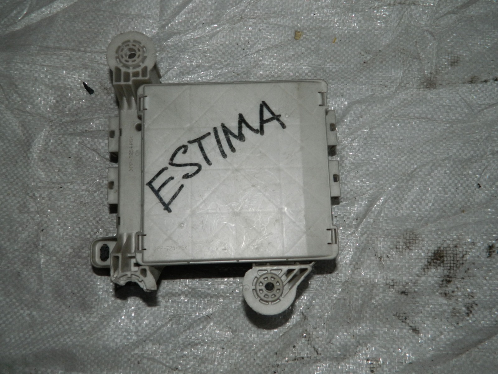 Блок предохранителей Toyota Estima ACR30 1MZFE (б/у)