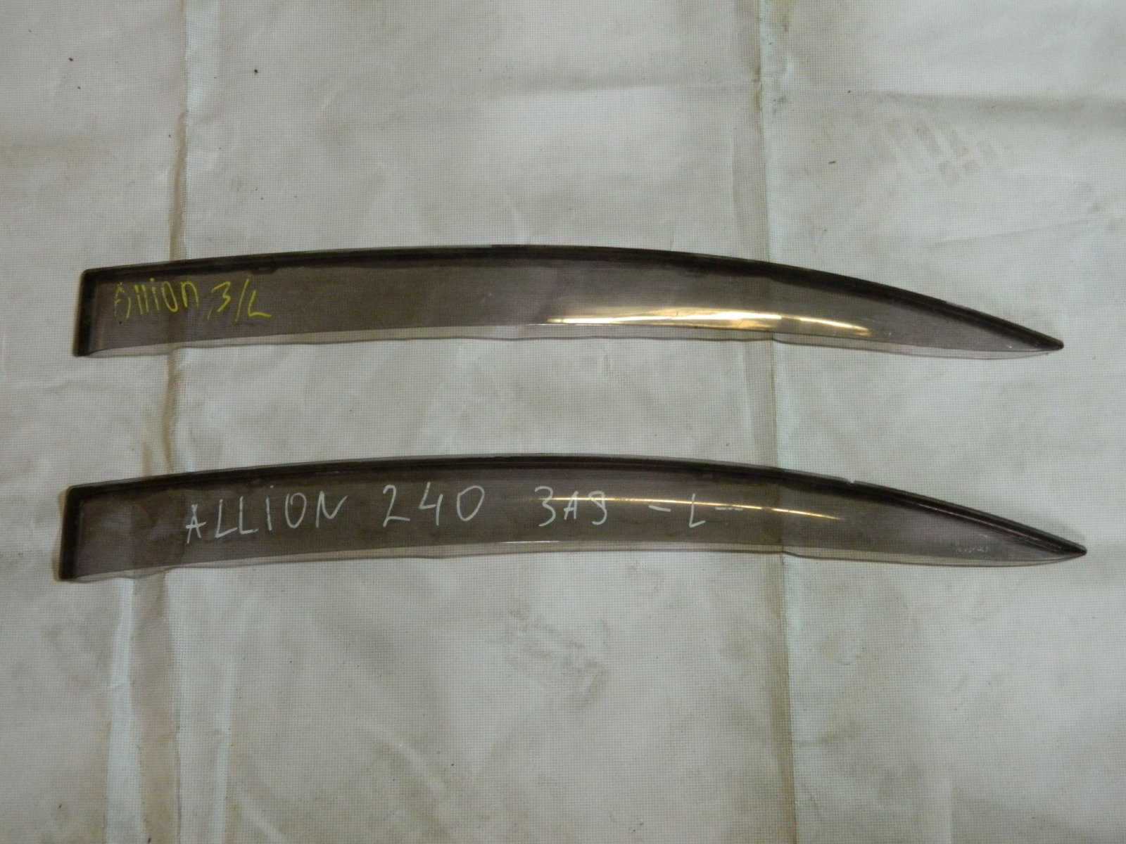 Ветровик Toyota Allion AZT240 задний левый (б/у)
