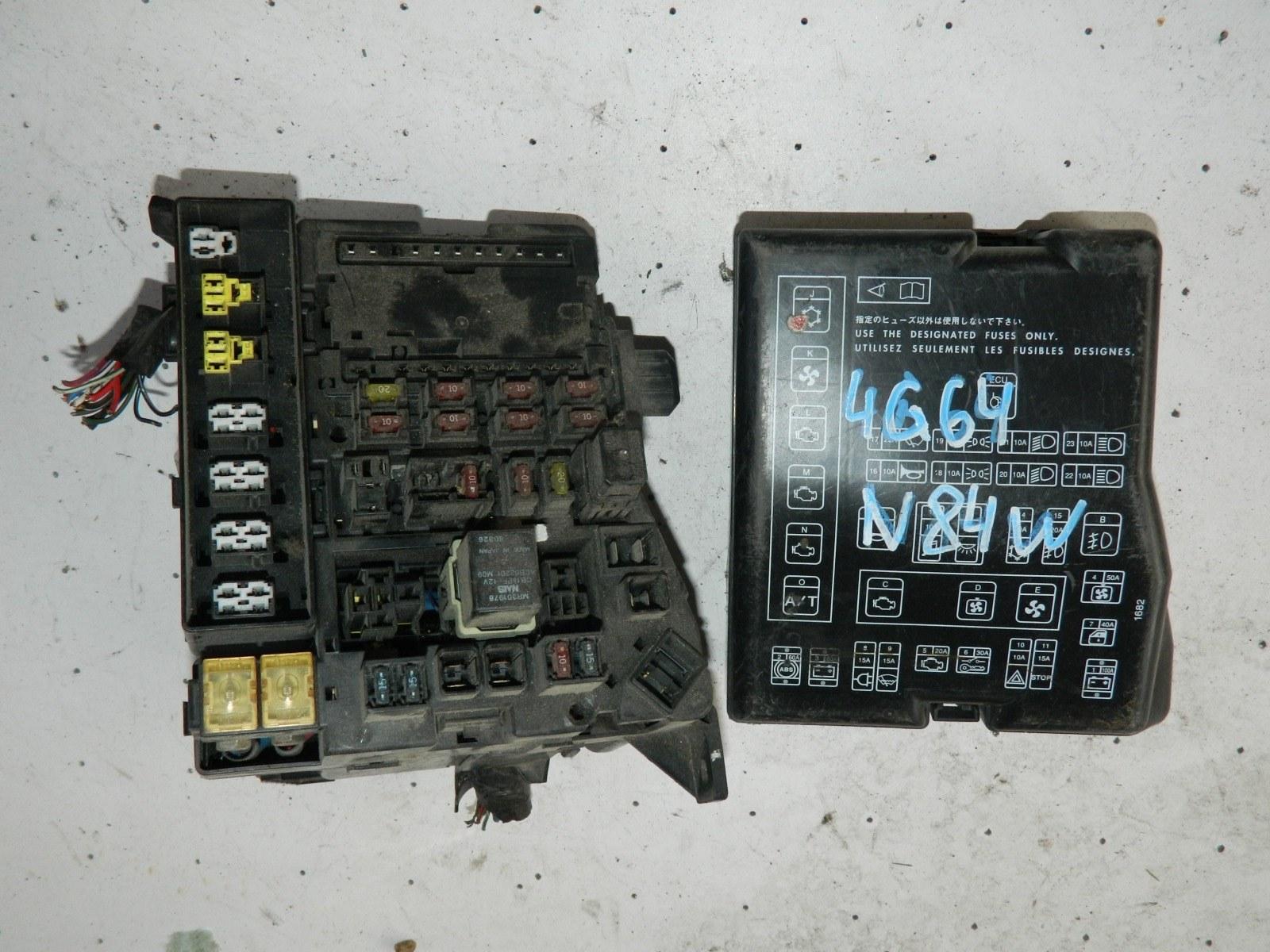 Блок предохранителей Mitsubishi Chariot N84W 4G64 (б/у)