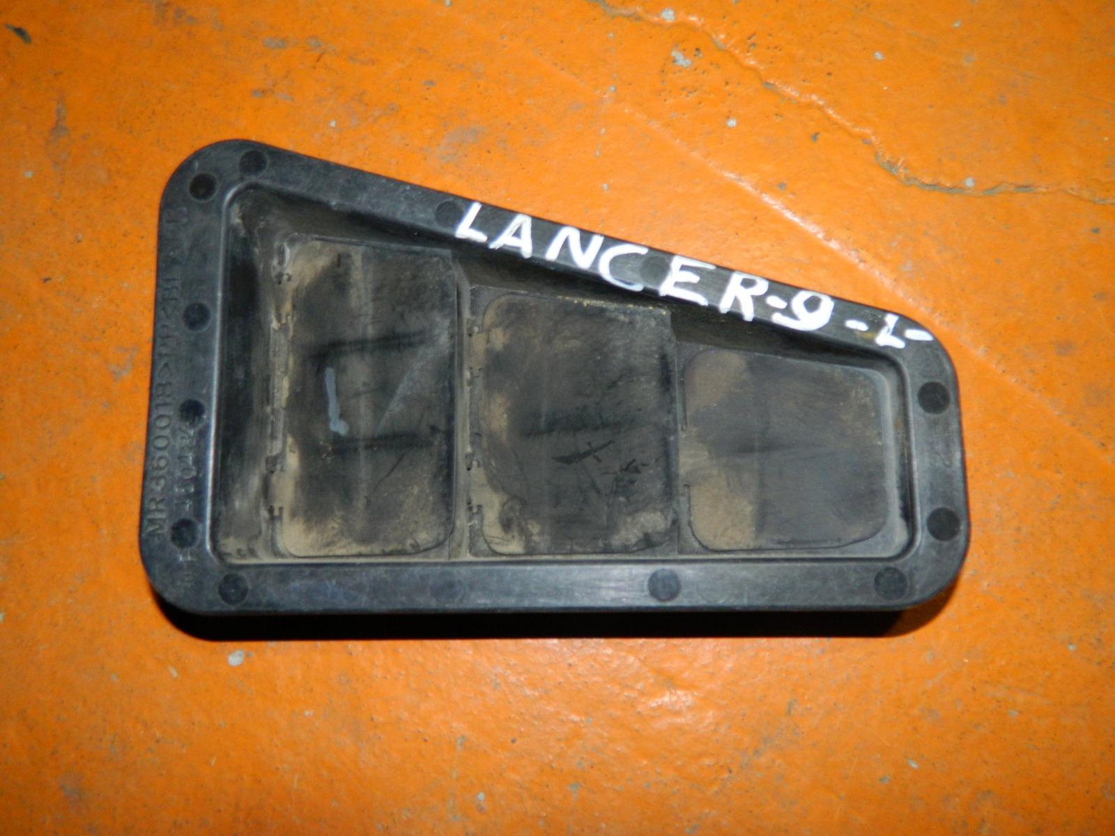 Решетка вентиляции Mitsubishi Lancer 9 задняя левая (б/у)