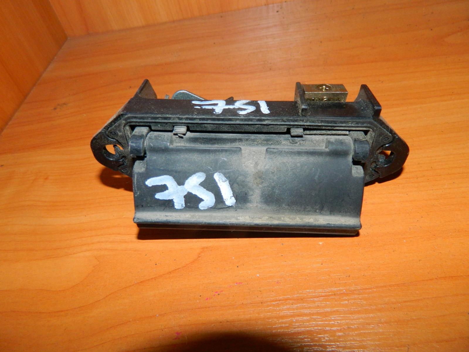 Ручка двери багажника Toyota Ist (б/у)