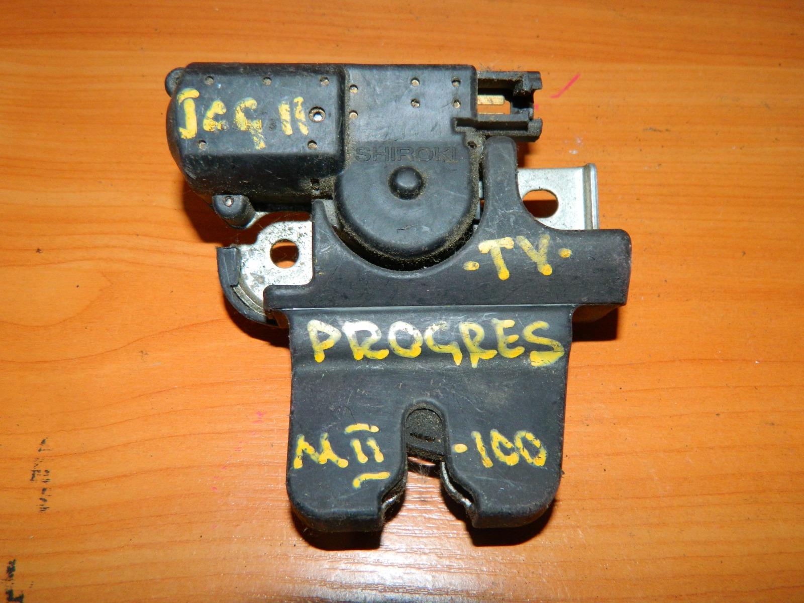 Замок багажника Toyota Progres JCG11 (б/у)