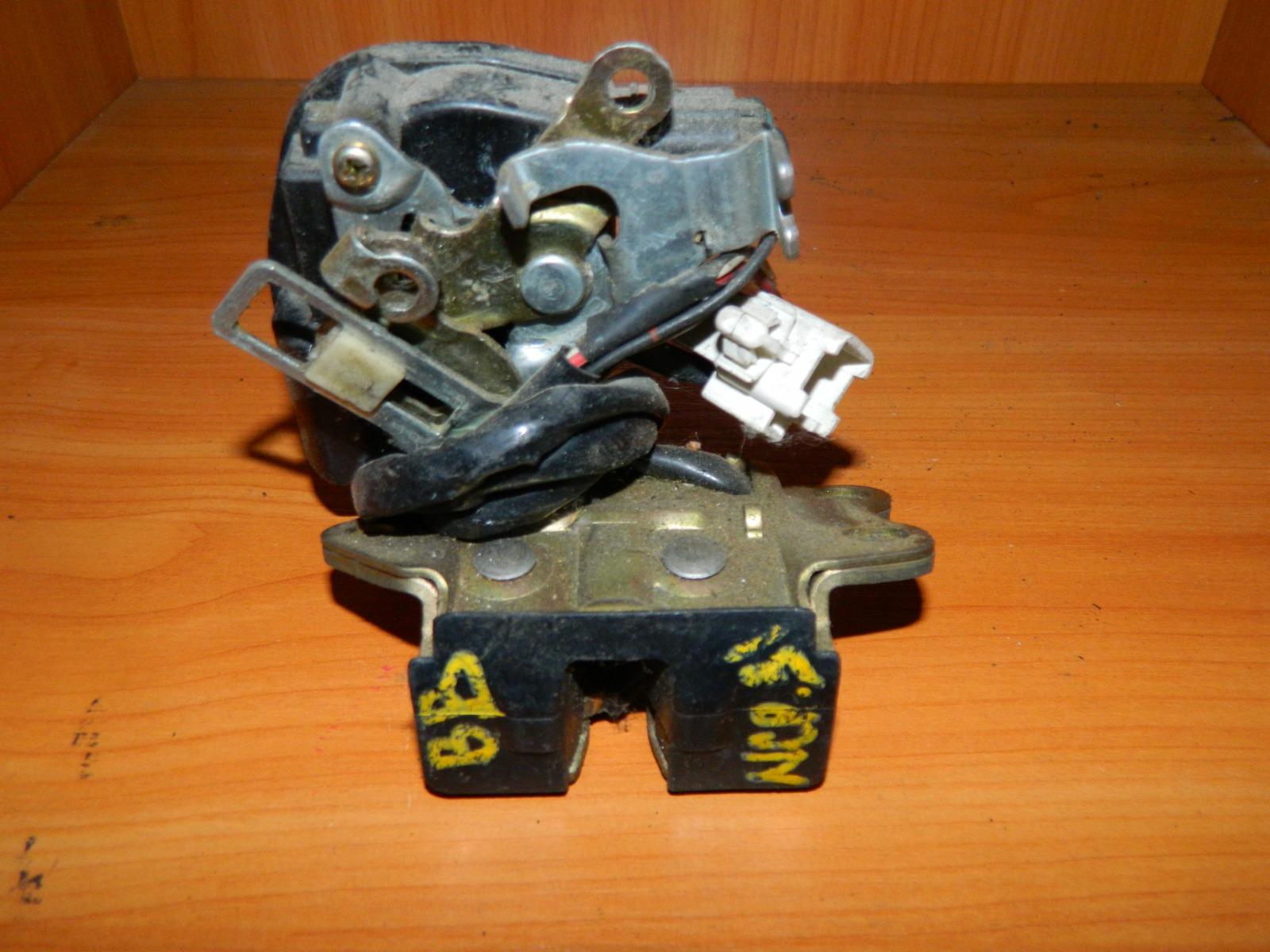 Замок багажника Toyota Bb NCP31 (б/у)