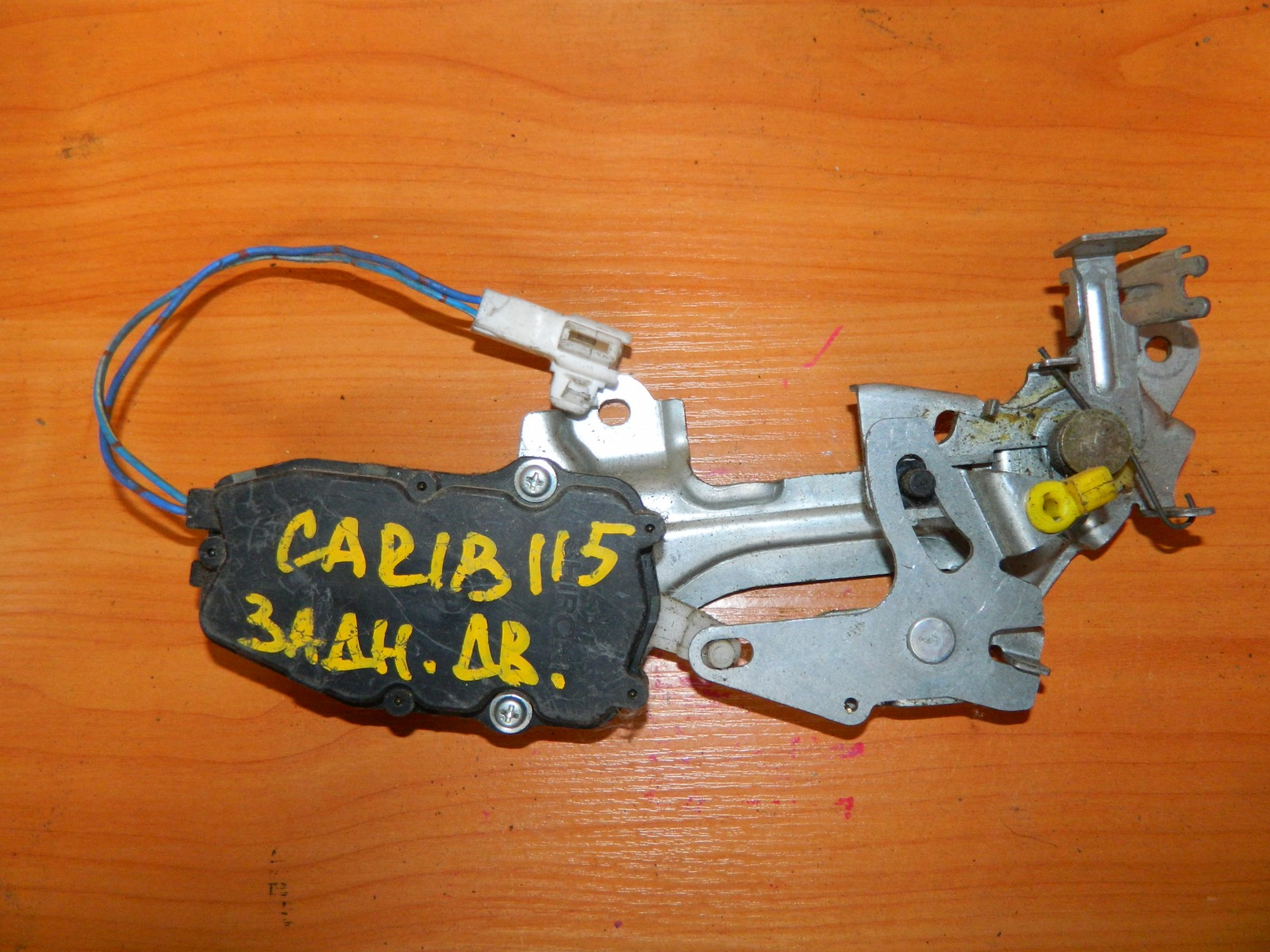 Замок двери Toyota Carib AE115 задний (б/у)