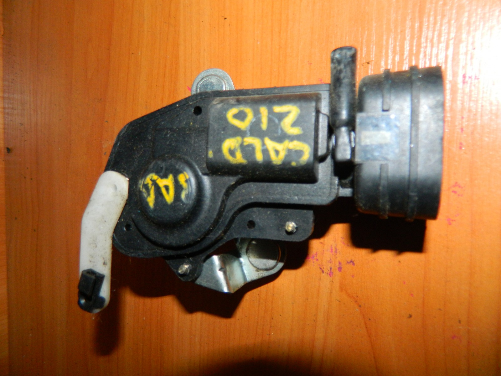Активатор замка двери Toyota Caldina ST210 задний (б/у)