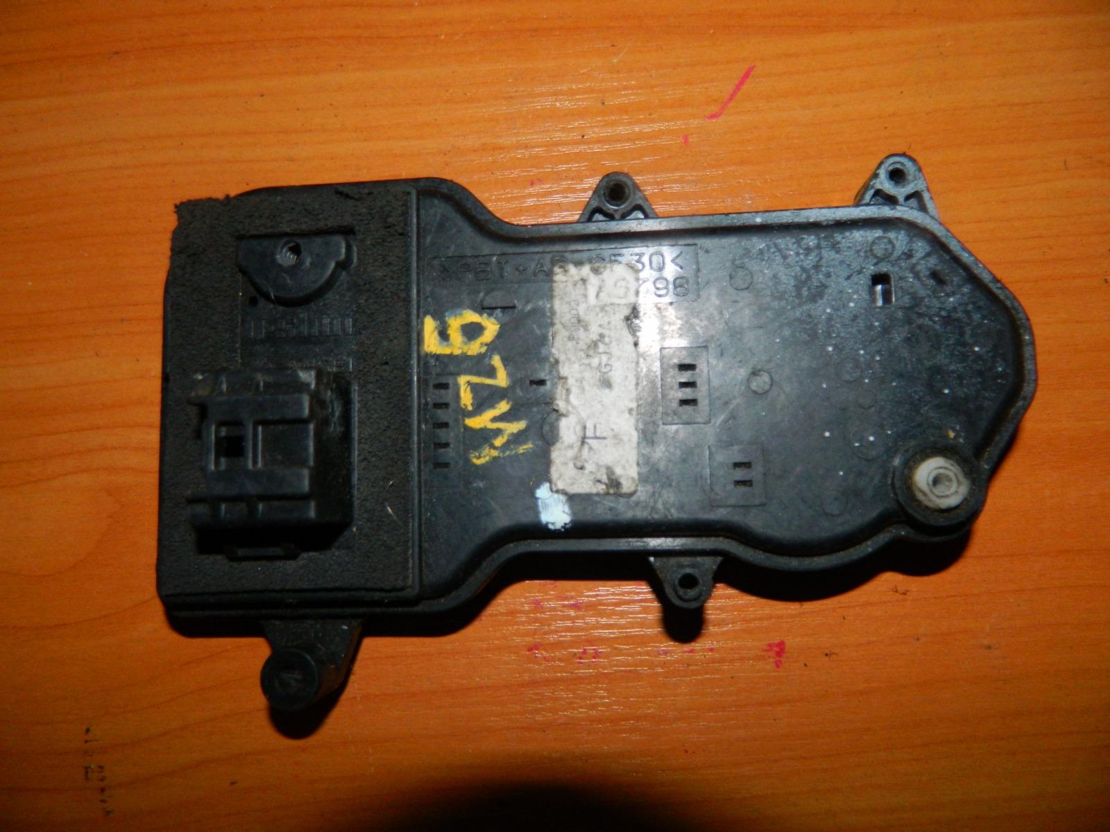 Активатор замка двери Mazda 6 GG задний правый (б/у)
