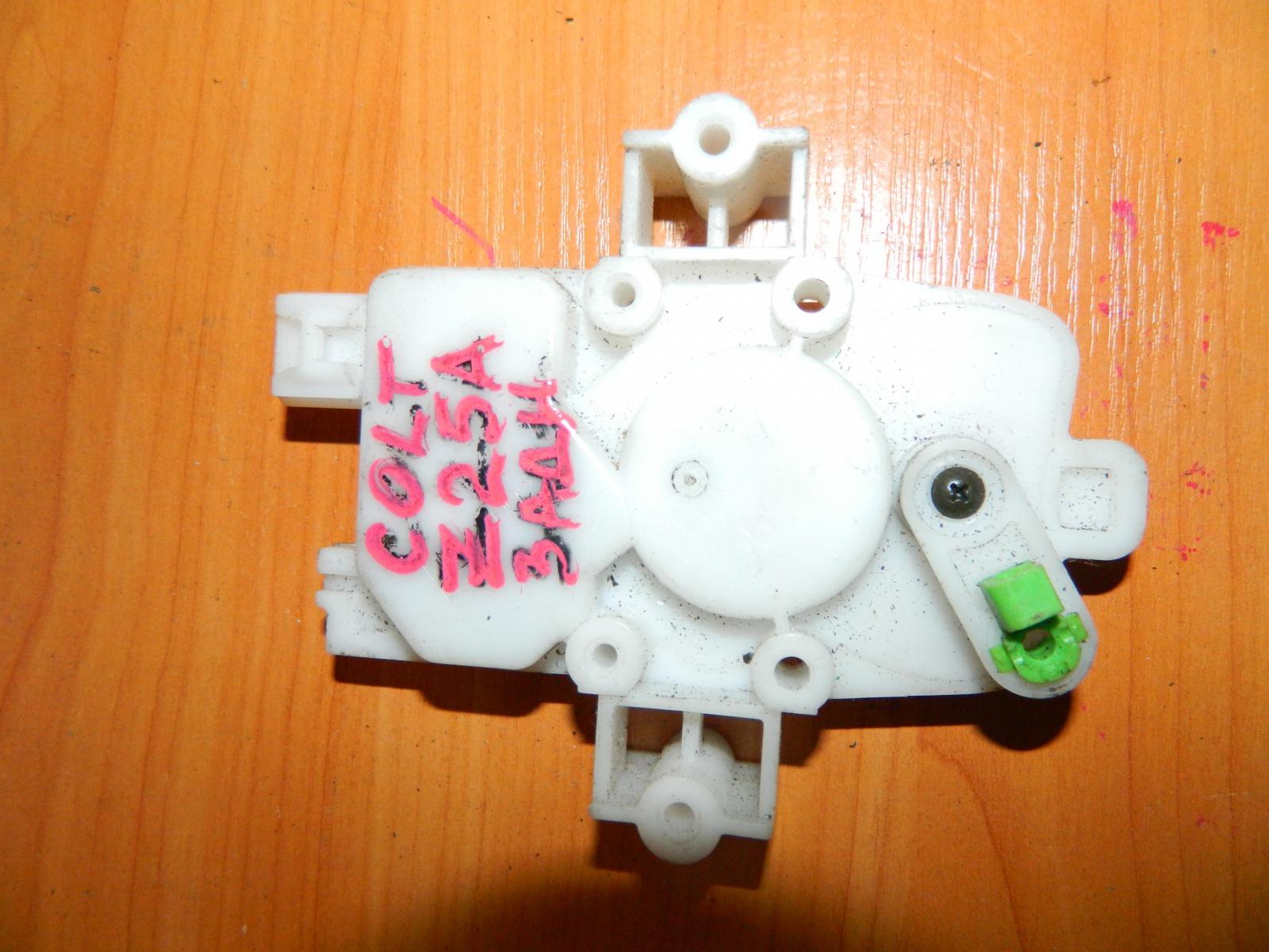 Активатор замка двери Mitsubishi Colt Z25A задний (б/у)