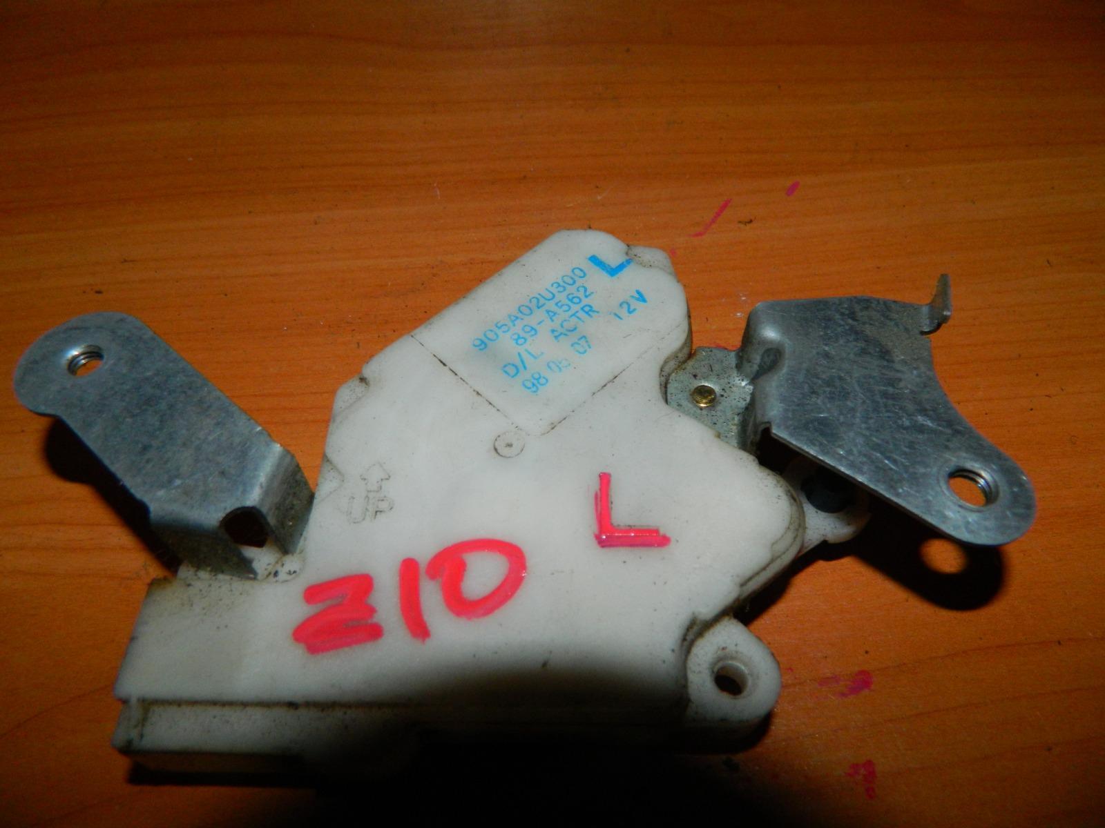 Активатор замка багажника Nissan Cube Z10 (б/у)