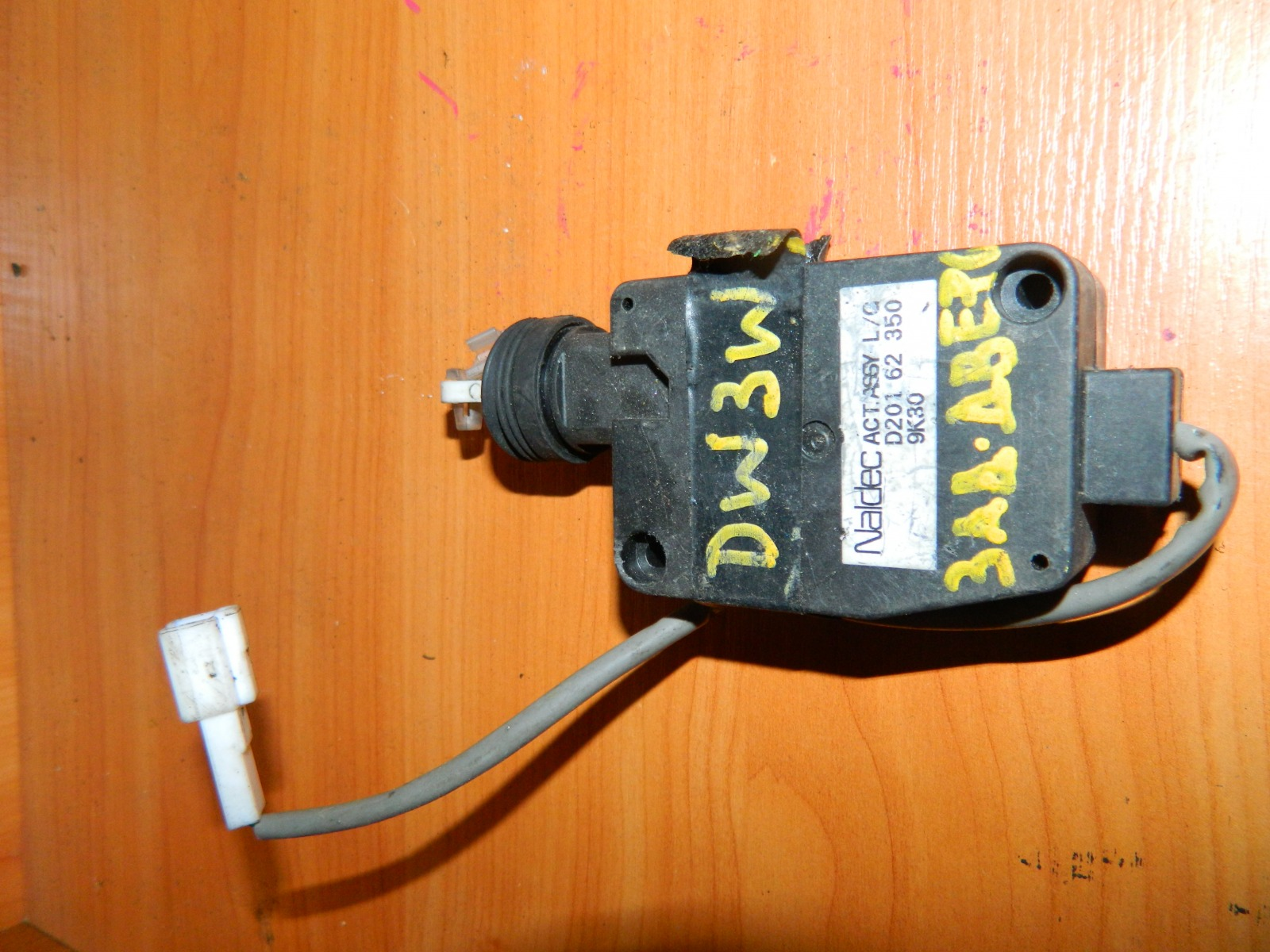 Активатор замка багажника Mazda Demio DW3W (б/у)