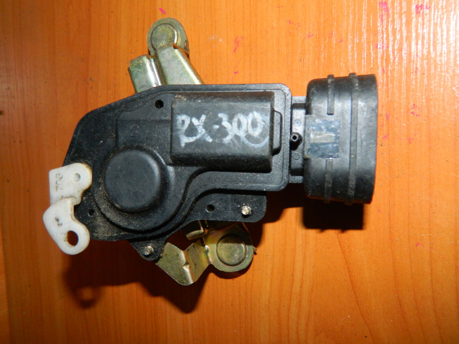 Активатор замка багажника Lexus Rx300 (б/у)