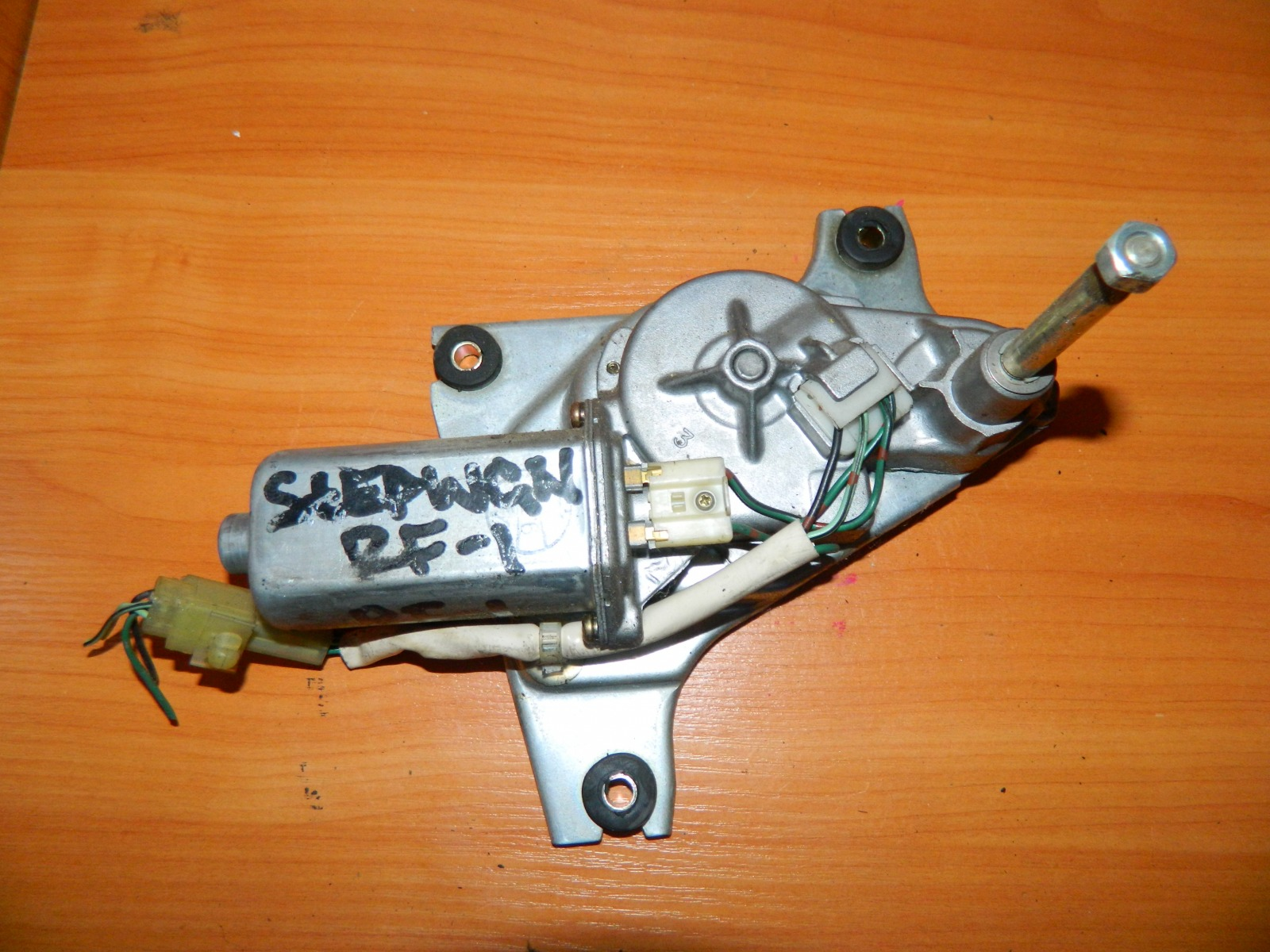 Мотор дворников Honda Stepwagon RF1 задний (б/у)