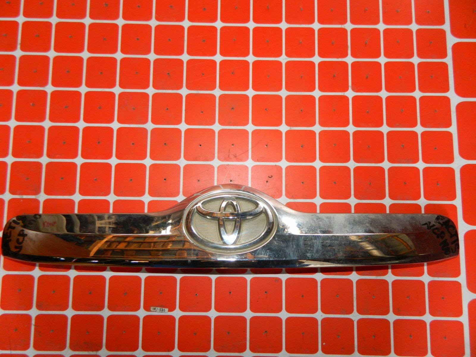 Накладка двери багажника Toyota Ractis SCP100 (б/у)