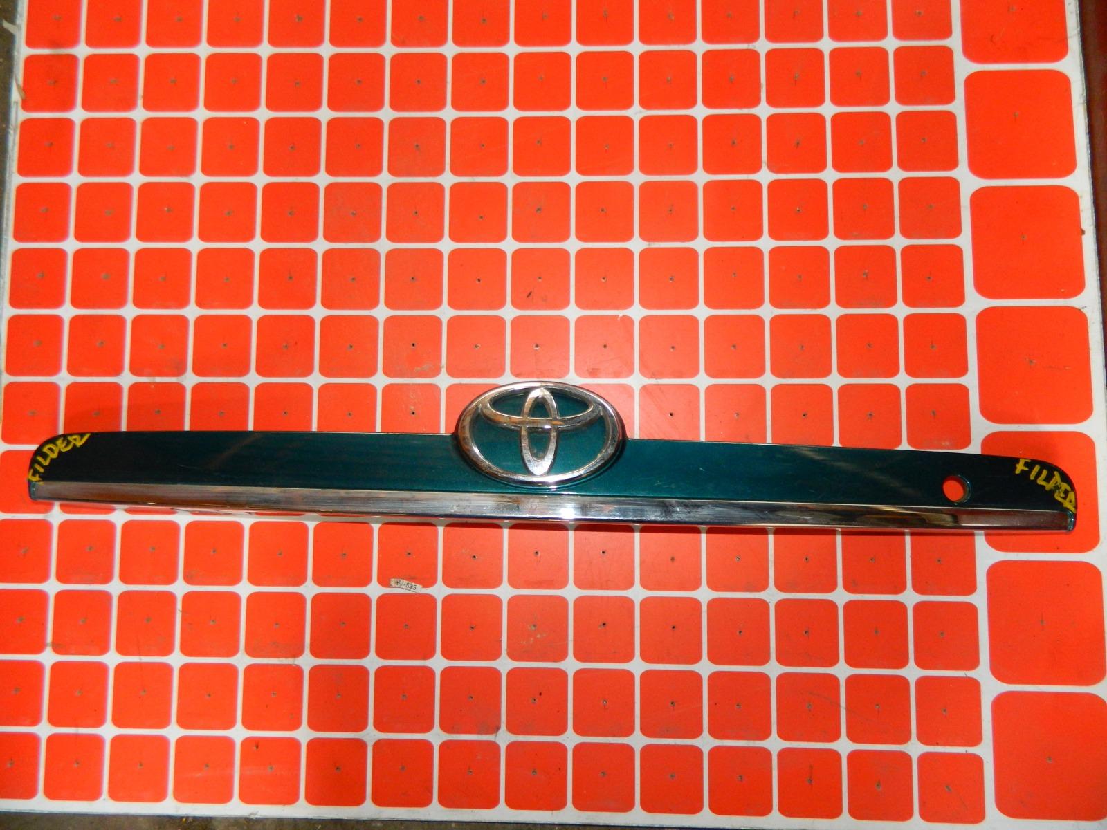 Накладка двери багажника Toyota Corolla Fielder NZE121 (б/у)