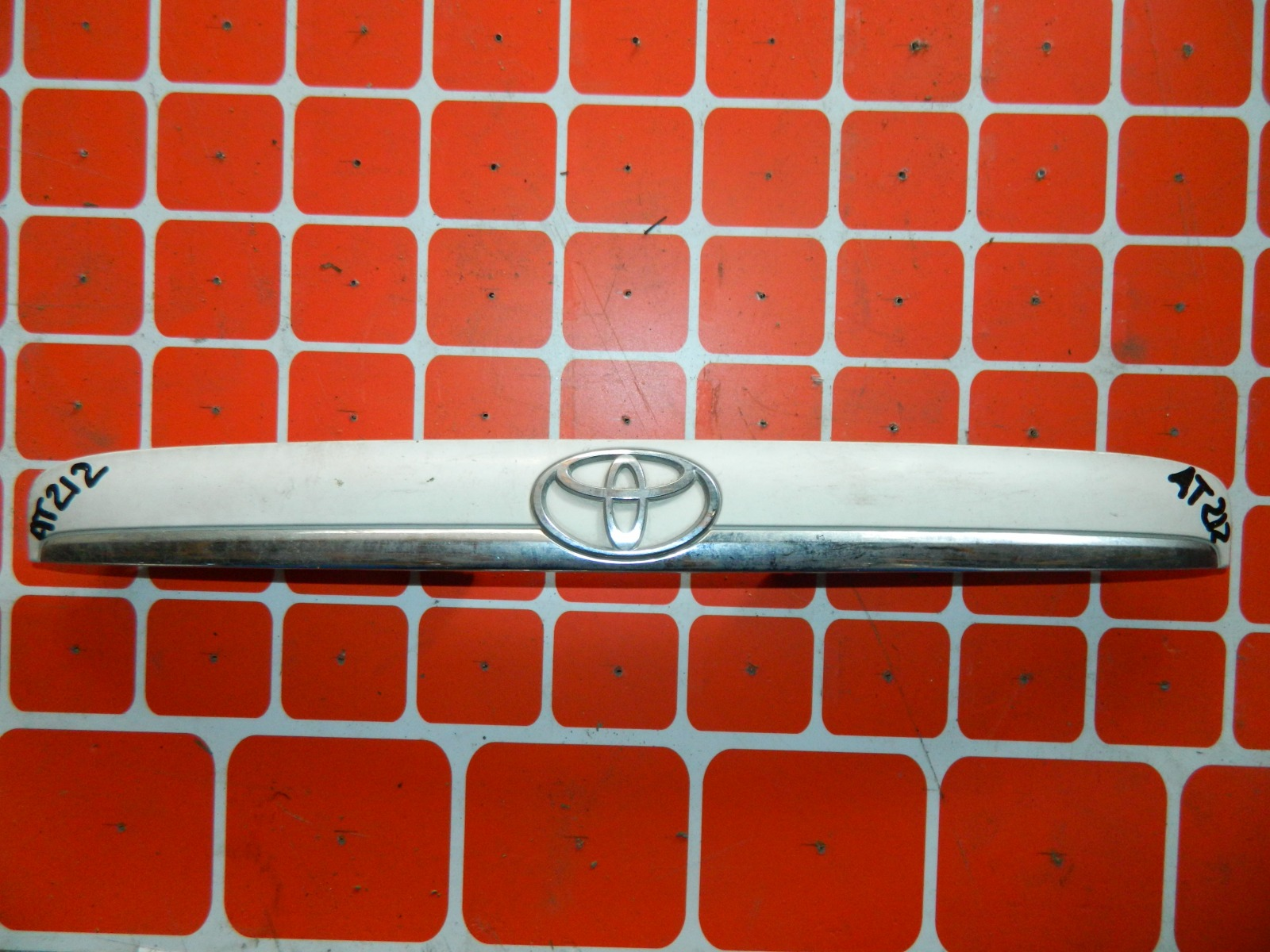 Накладка двери багажника Toyota Carina AT212 (б/у)