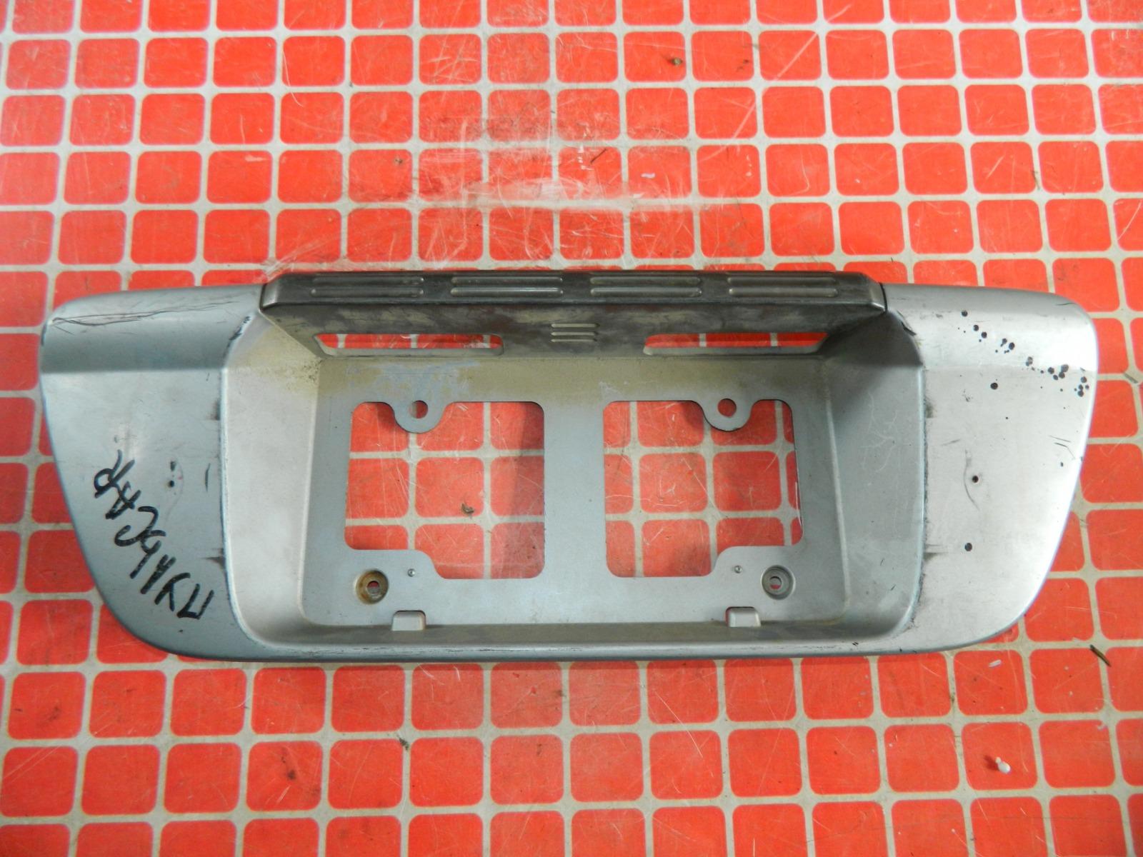 Накладка под номерной знак Nissan Pulsar задняя (б/у)