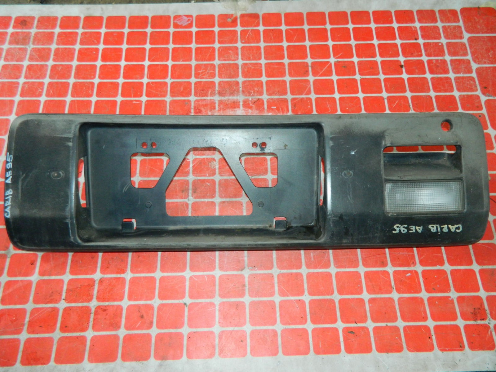 Накладка под номерной знак Toyota Carib AE95 задняя (б/у)