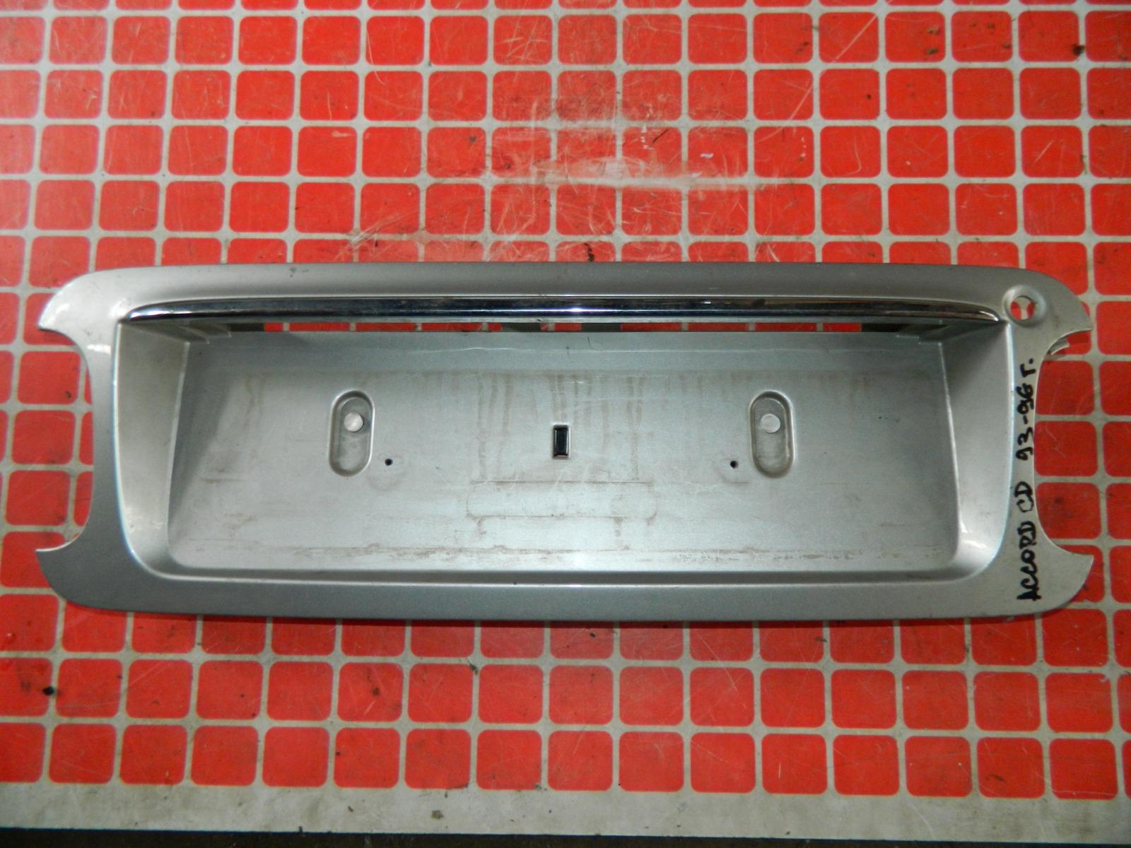 Накладка под номерной знак Honda Accord CD задняя (б/у)