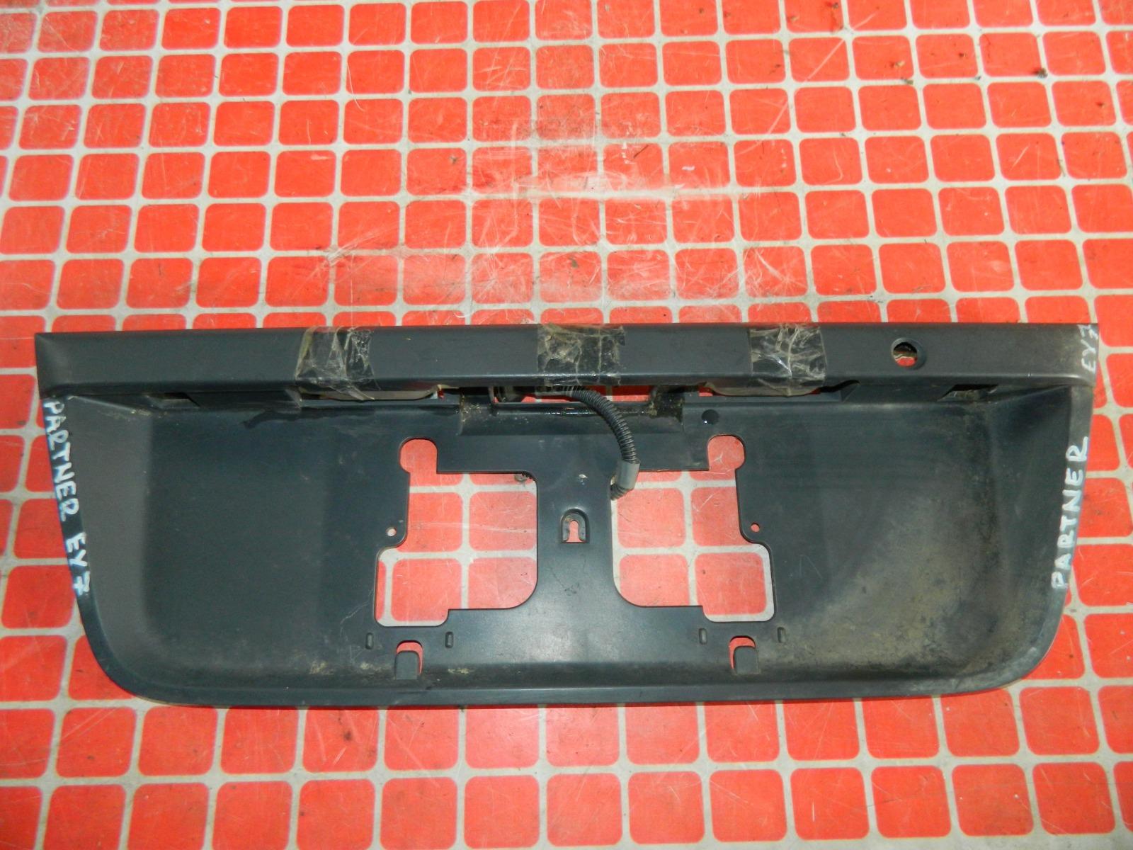 Накладка под номерной знак Honda Partner EY7 задняя (б/у)