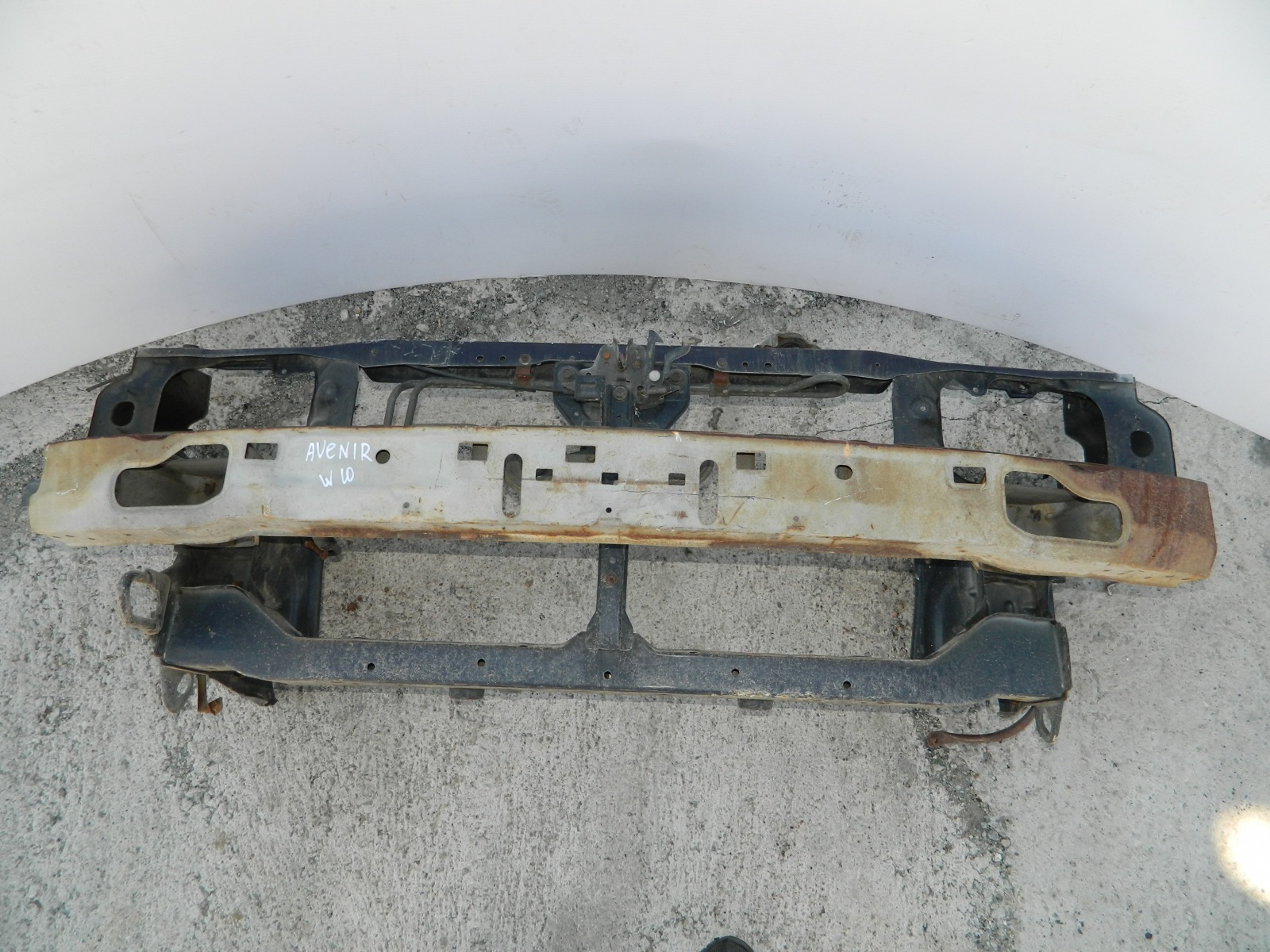 Рамка радиатора Nissan Avenir W10 (б/у)