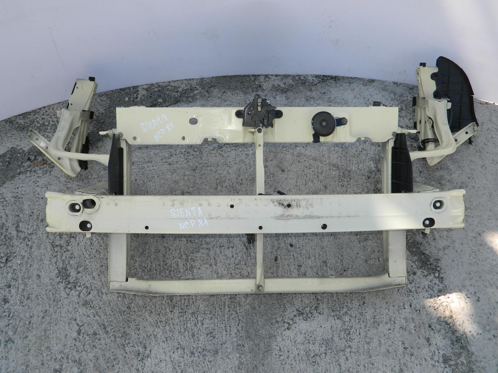 Рамка радиатора Toyota Sienta NCP81 (б/у)