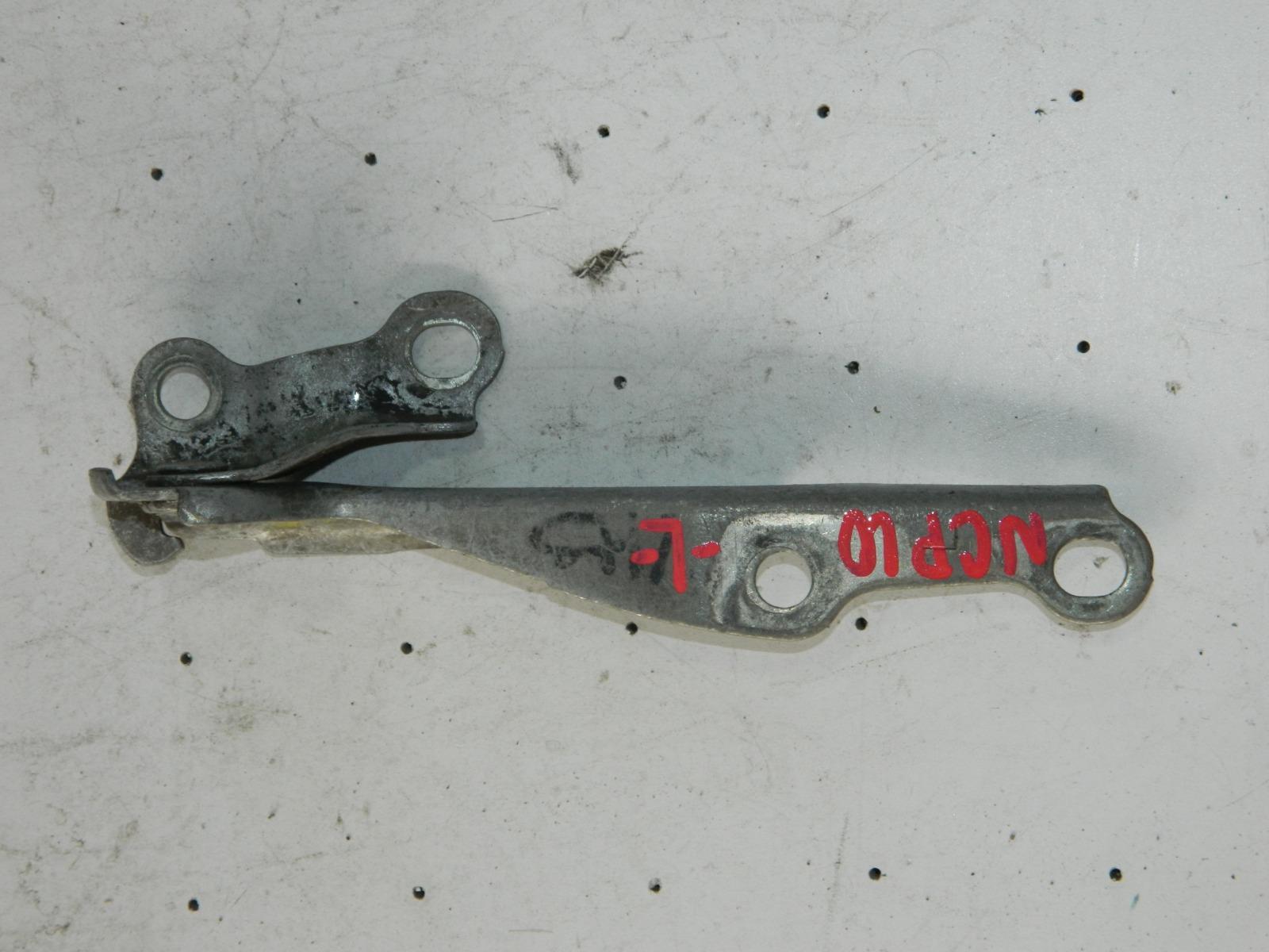 Петля капота Toyota Vitz NCP10 левая (б/у)