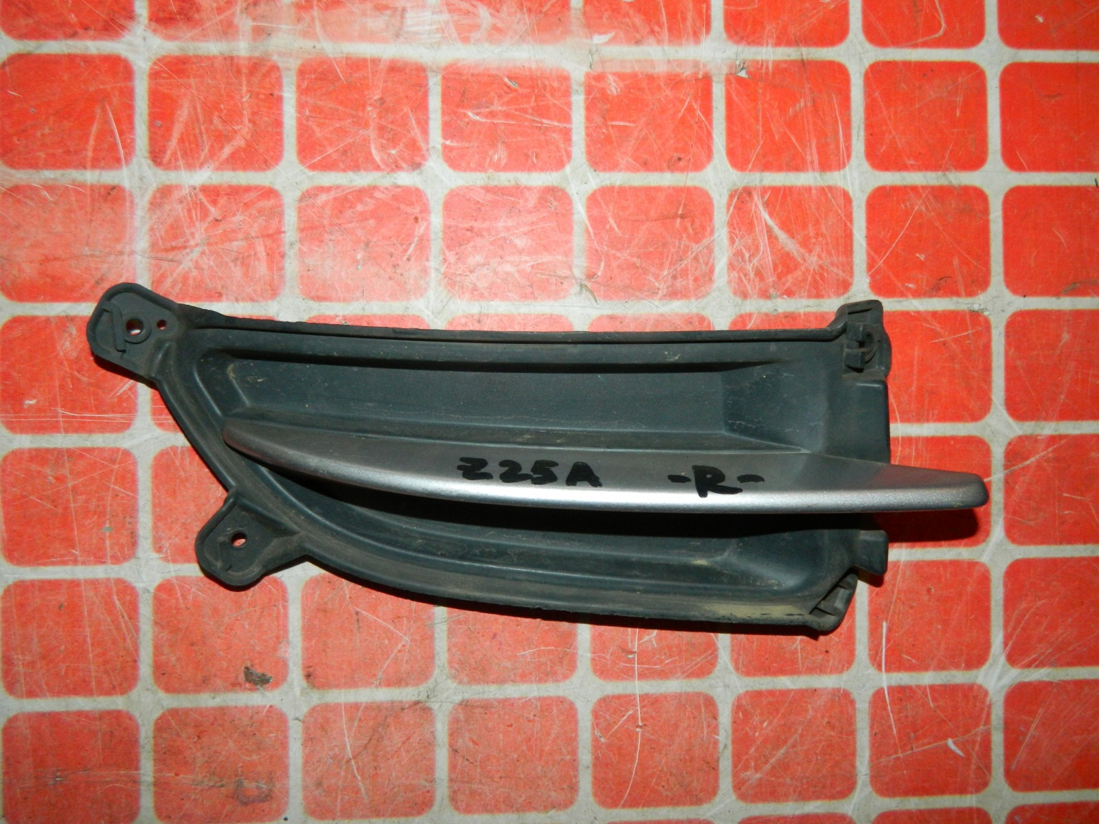 Заглушка противотуманной фары Mitsubishi Colt Z25A правая (б/у)