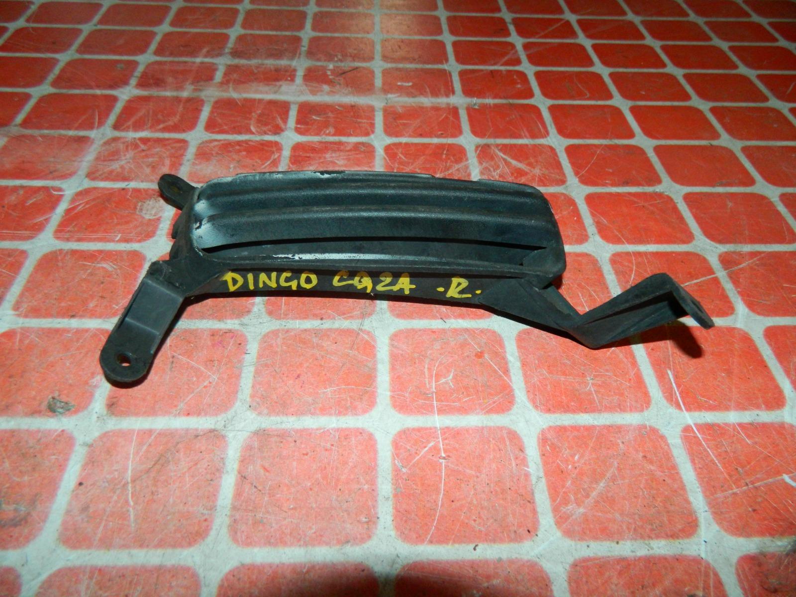 Решетка бампера Mitsubishi Dingo CQ2A передняя правая (б/у)