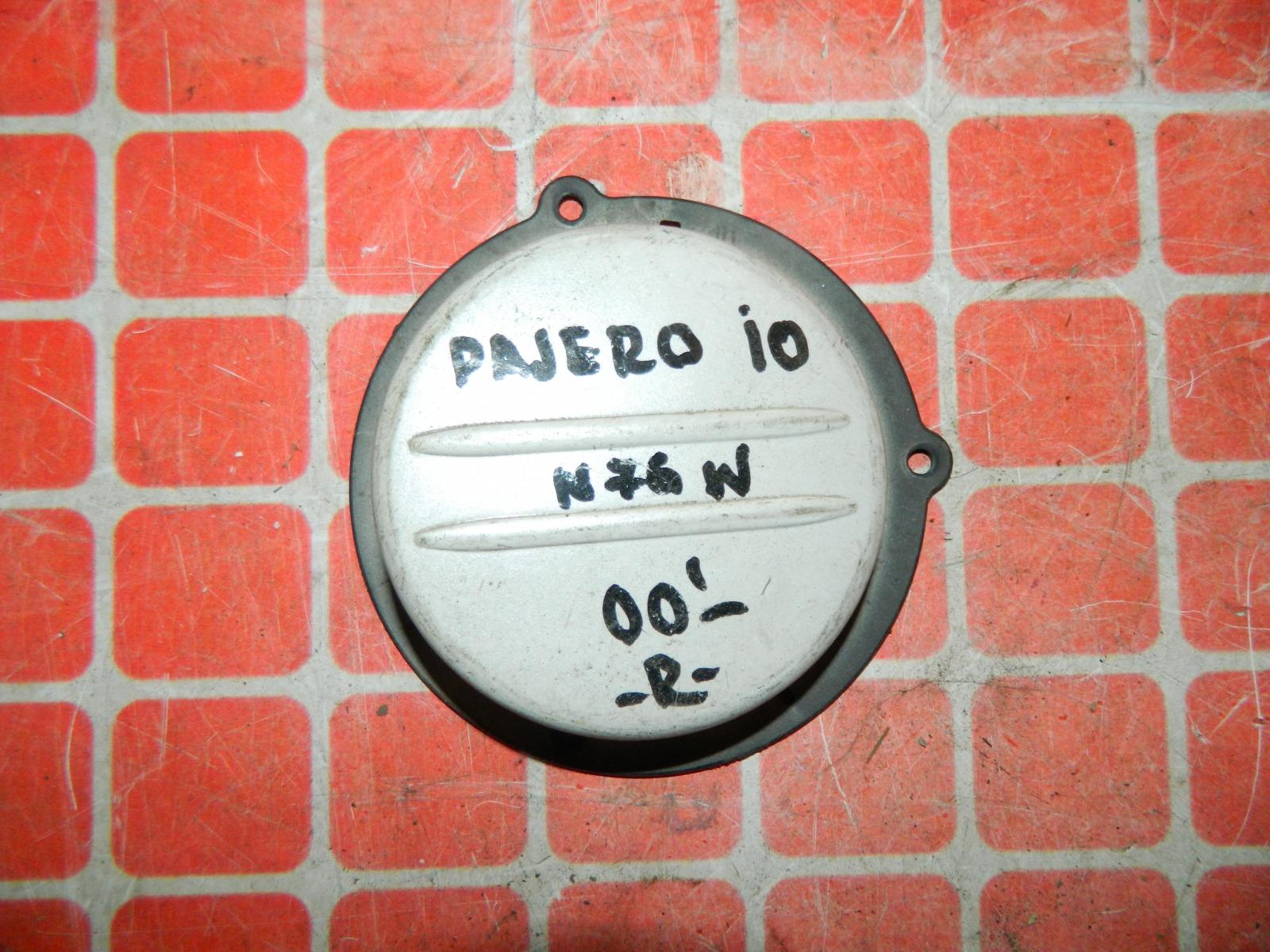 Заглушка противотуманной фары Mitsubishi Pajero Io N76W правая (б/у)