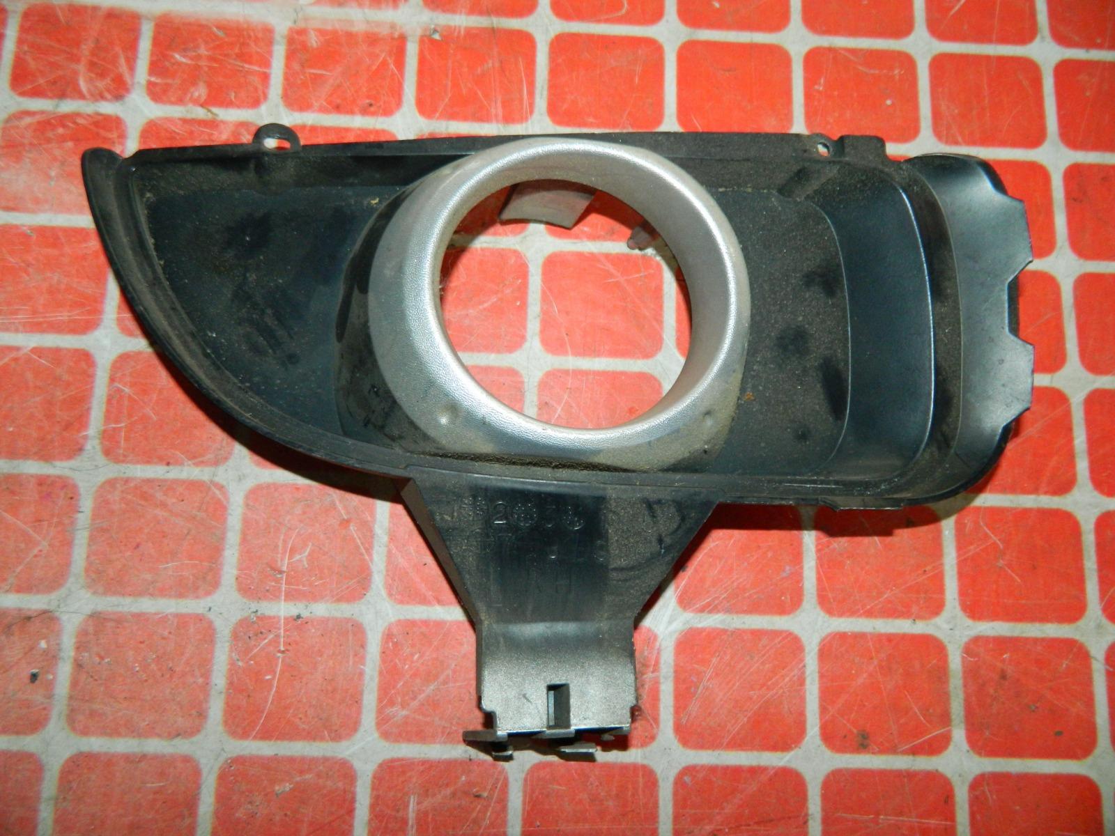 Рамка противотуманной фары Mazda Atenza правая (б/у)