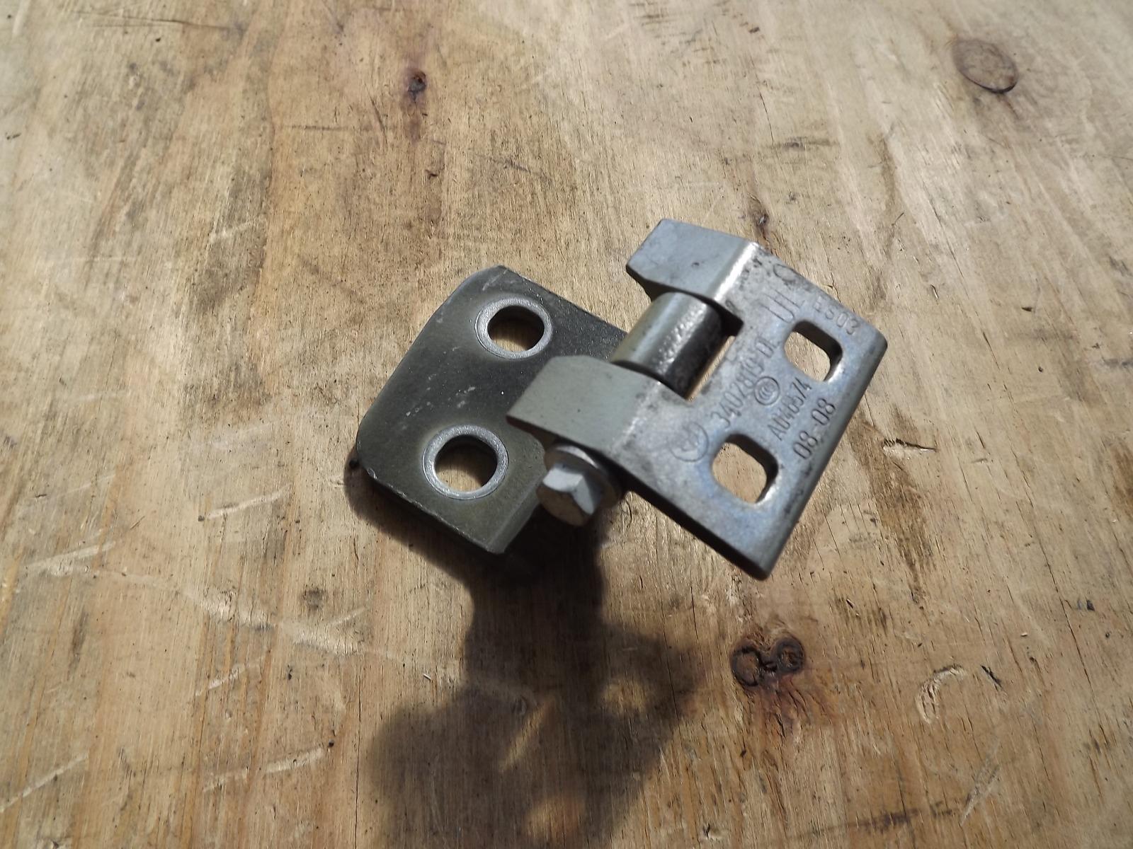 Петля двери Bmw X3 E83 N52B25AF задняя левая верхняя (б/у)