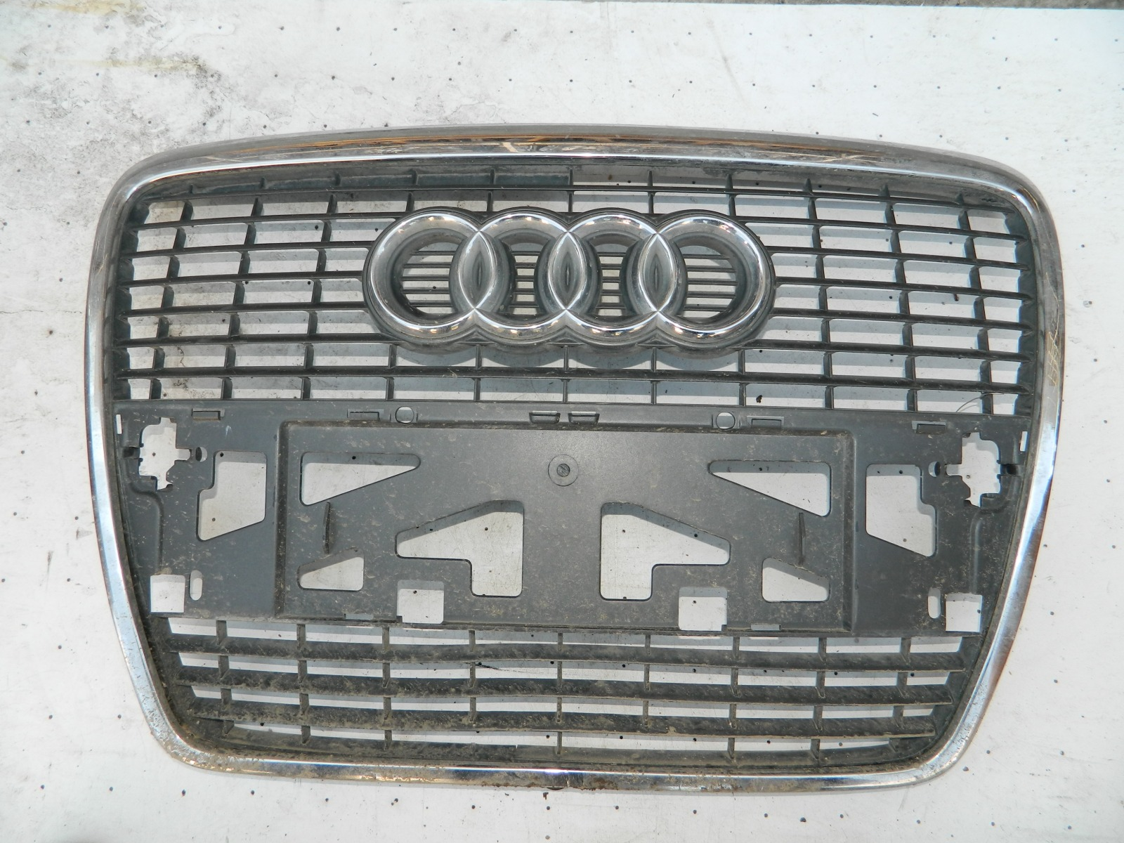 Решетка радиатора Audi A6 4F2 (б/у)