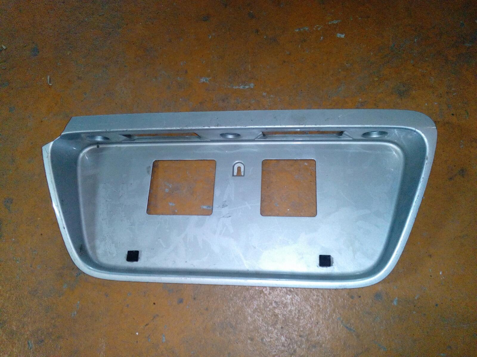Накладка под номерной знак Honda Civic Ferio EK3 задняя (б/у)