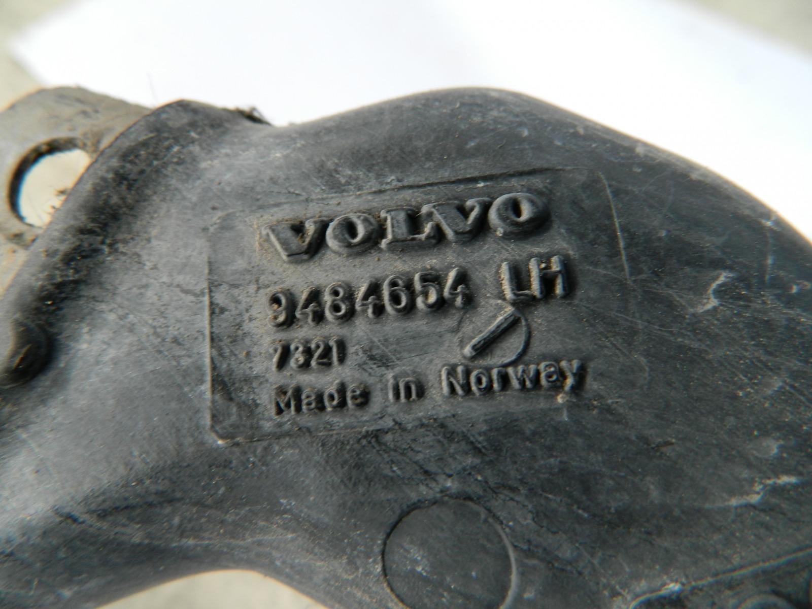 Патрубок водосточной планки лобового стекла Volvo S60 левый (б/у)