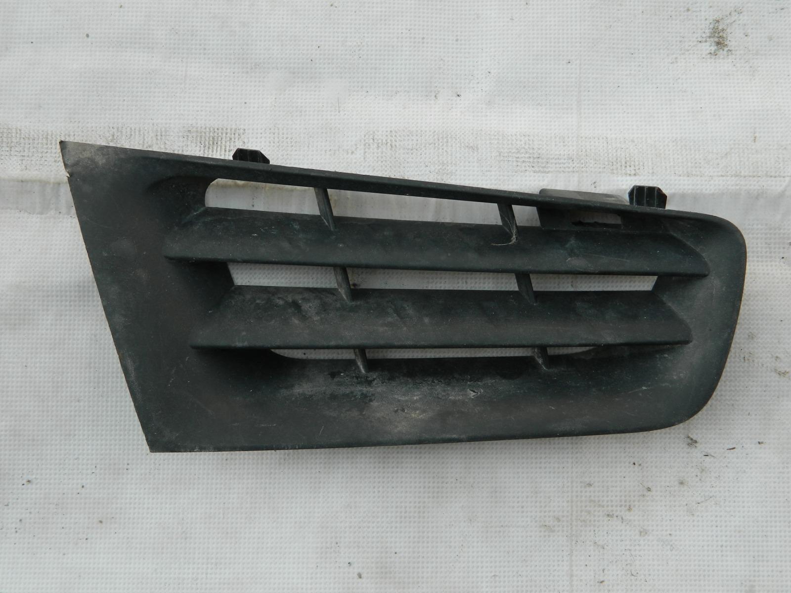 Решетка радиатора Renault Megane правая (б/у)