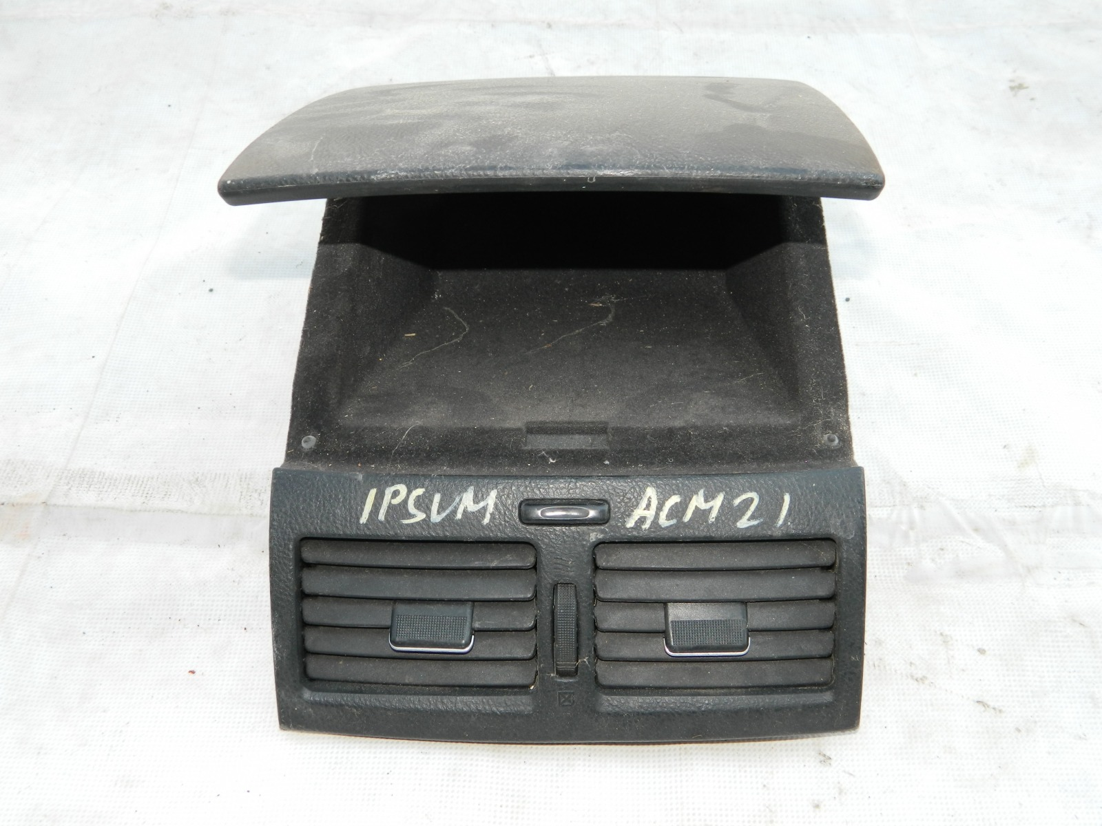 Бардачок Toyota Ipsum ACM21 (б/у)