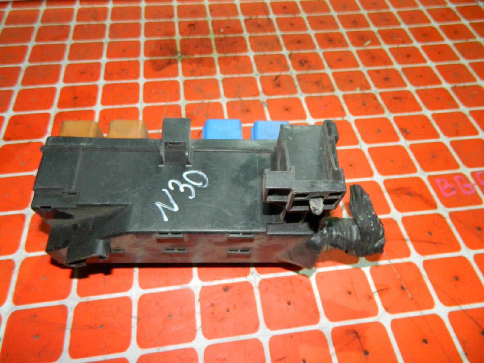 Блок реле Nissan Rnessa N30 (б/у)