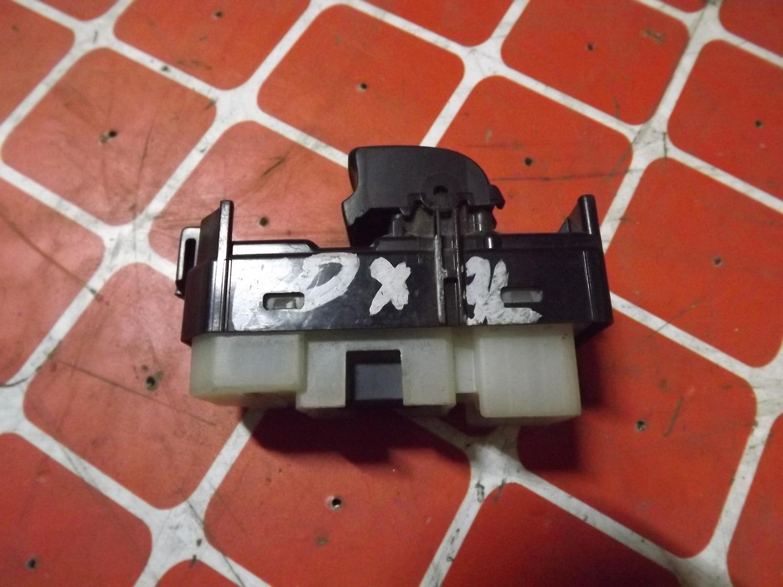 Кнопка стеклоподьемника Toyota Voxy задняя левая (б/у)