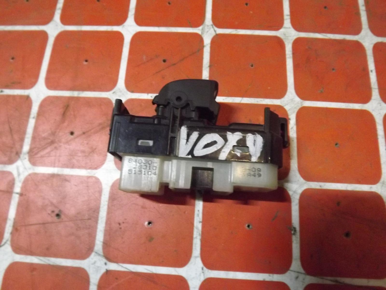 Кнопка стеклоподьемника Toyota Voxy (б/у)