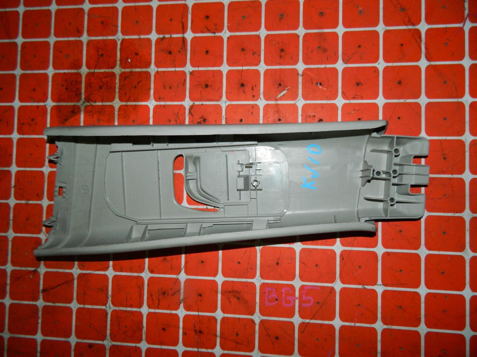Пластик салона Nissan Dualis KJ10 MR20DE правый верхний (б/у)