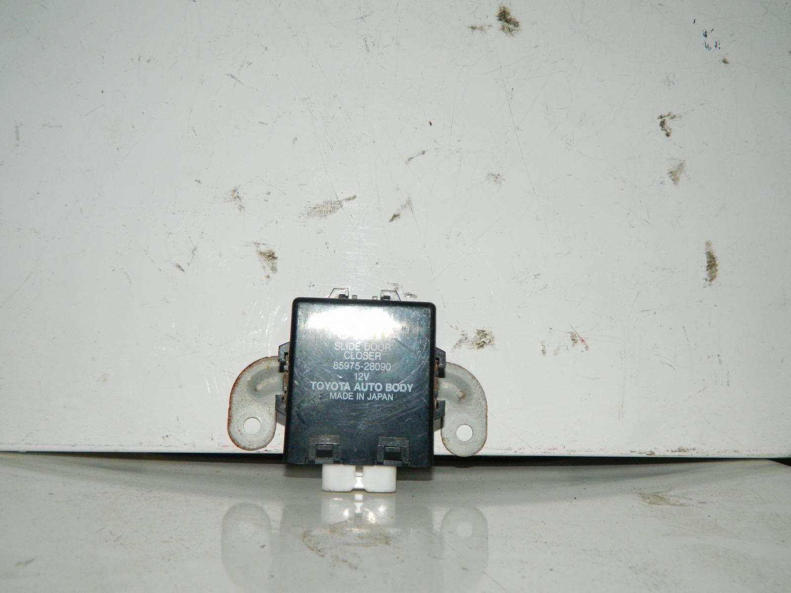 Блок управления дверьми Toyota Voxy AZR60 (б/у)